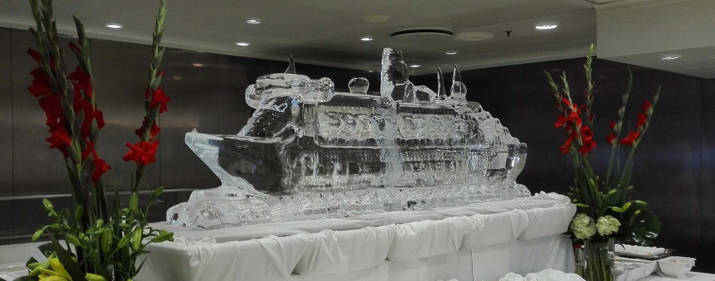 Queen Mary aus Eis