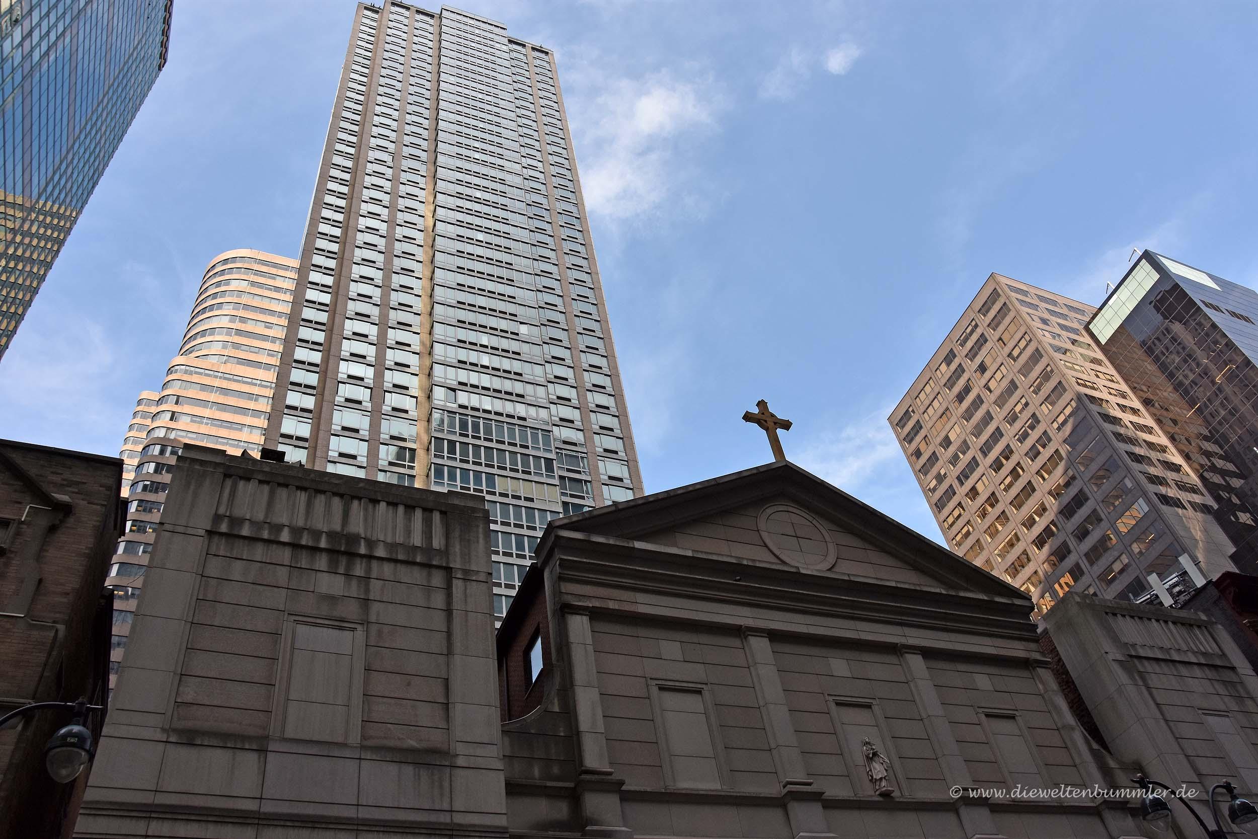 St Agneskirche mit 2 Grand Central Tower links im Hintergrund