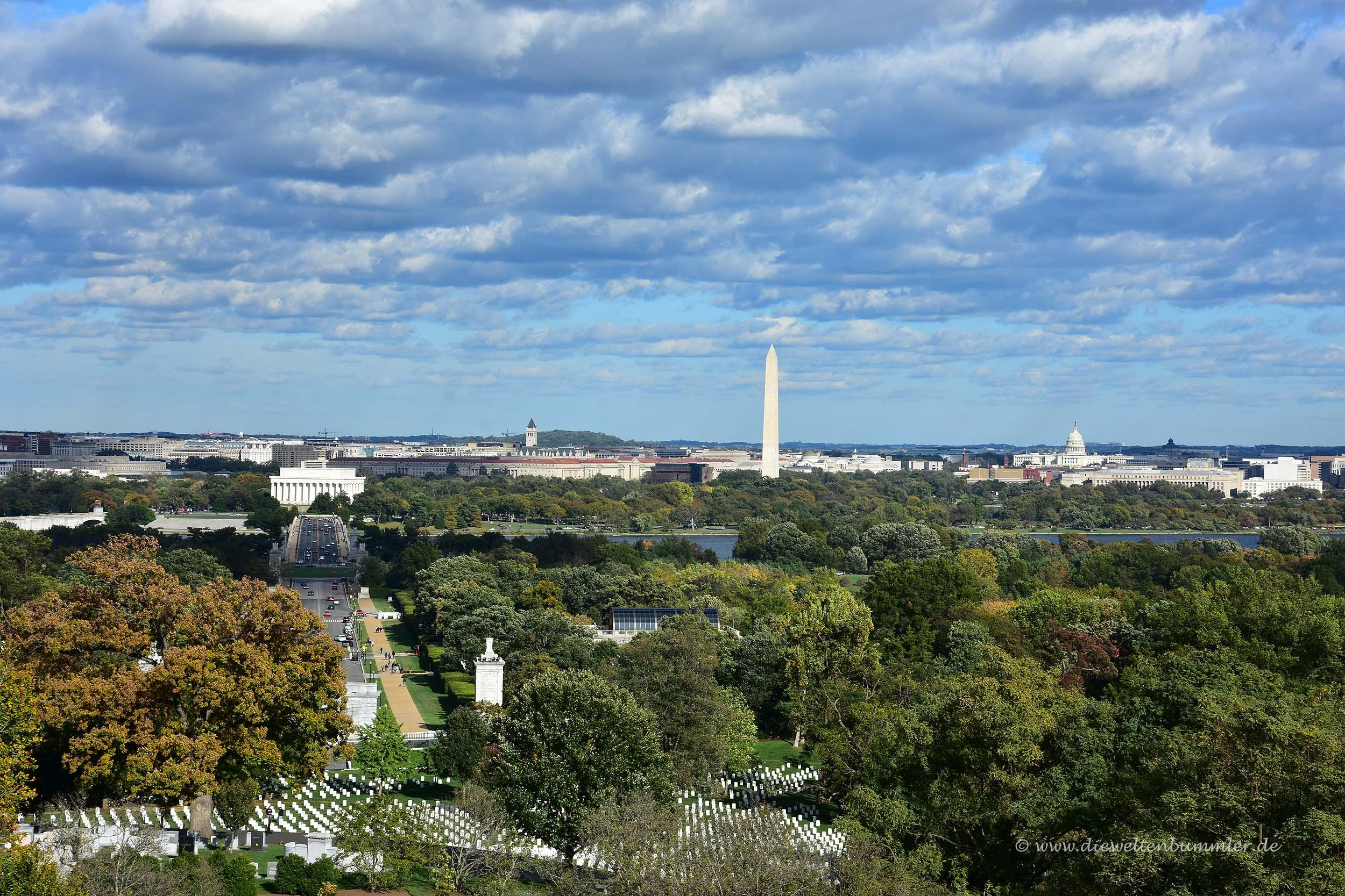 Vorne die Gräber und hinten Washington