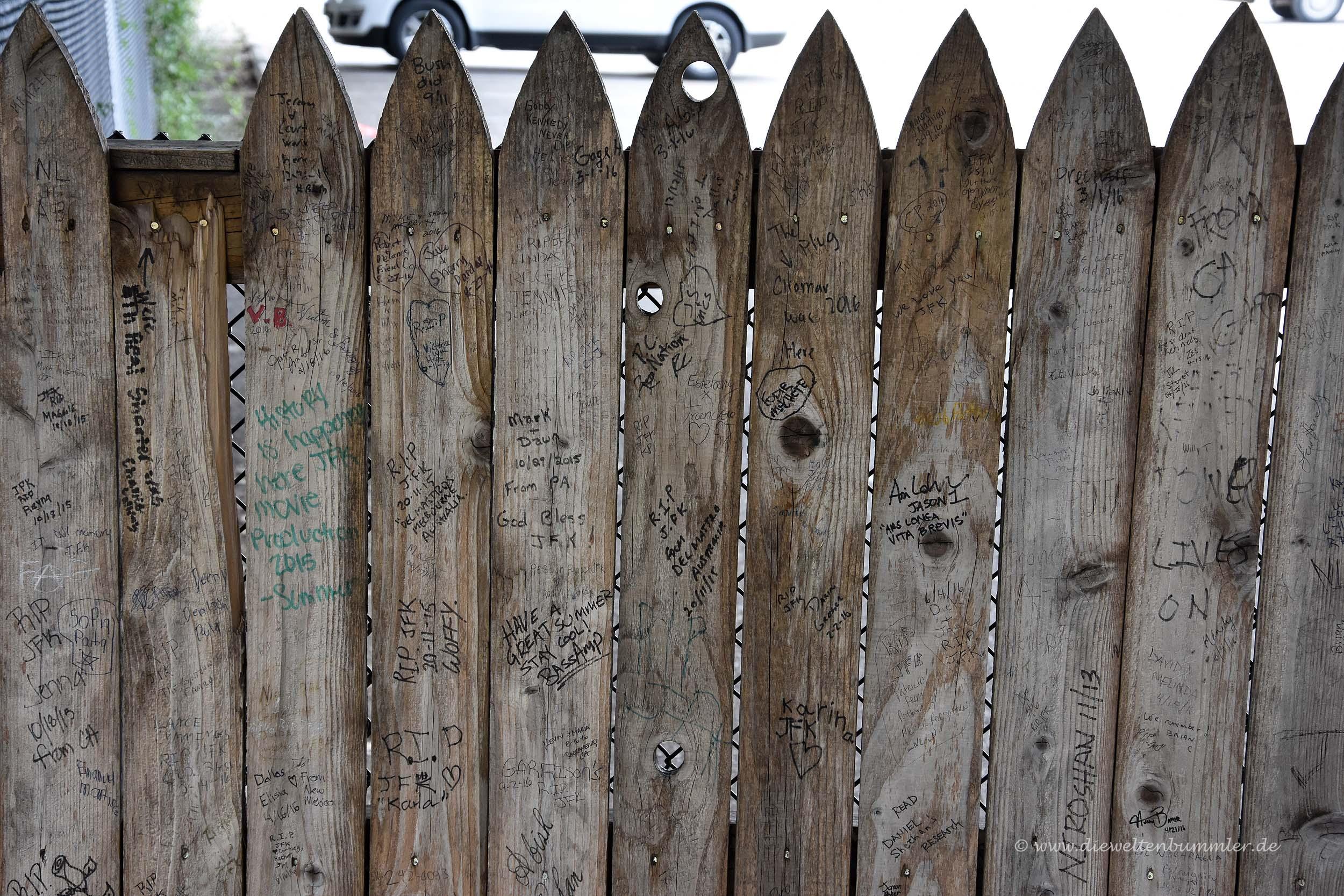 Der berühmte Zaun an der Dealey Plaza