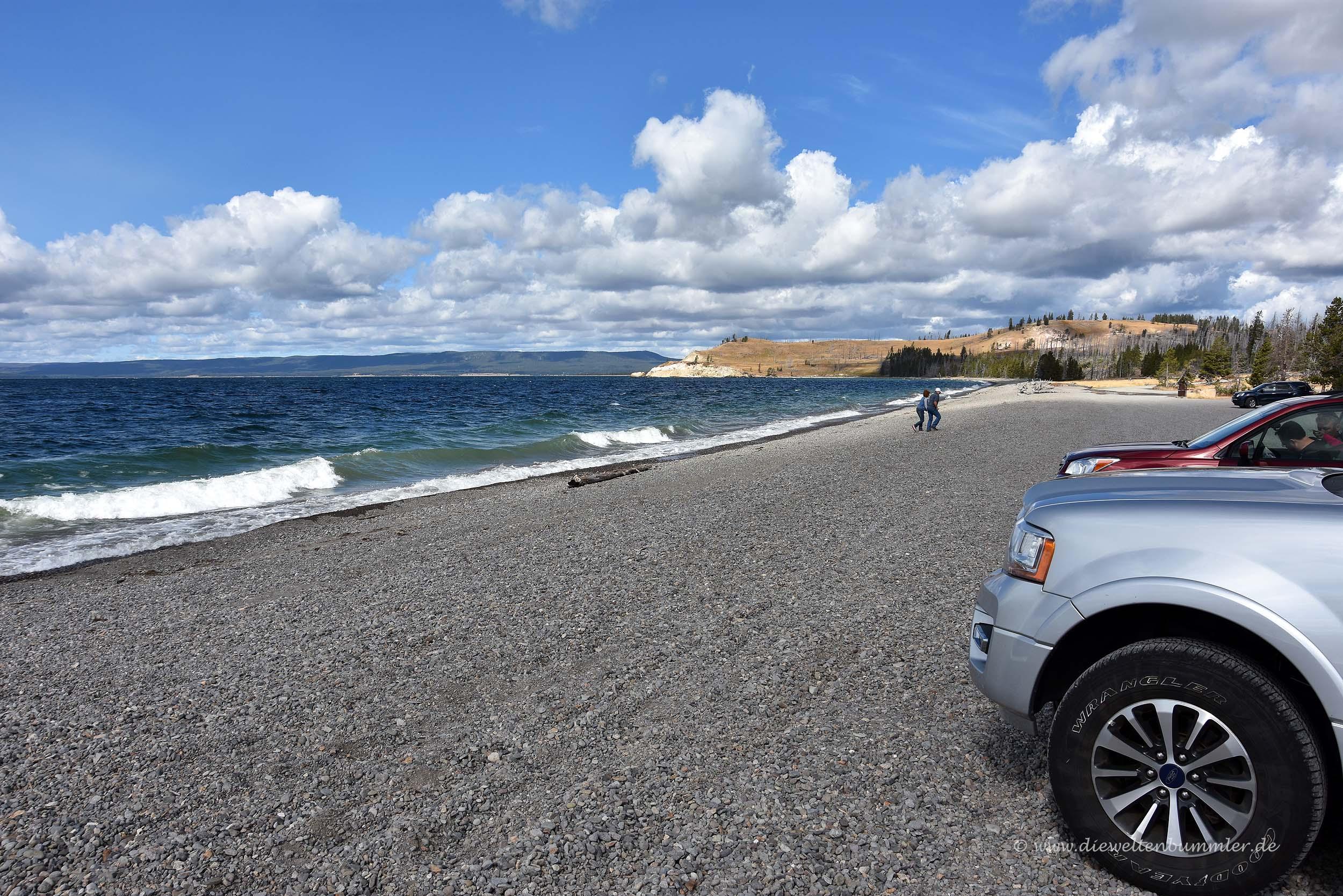 Mit dem Auto an das Ufer