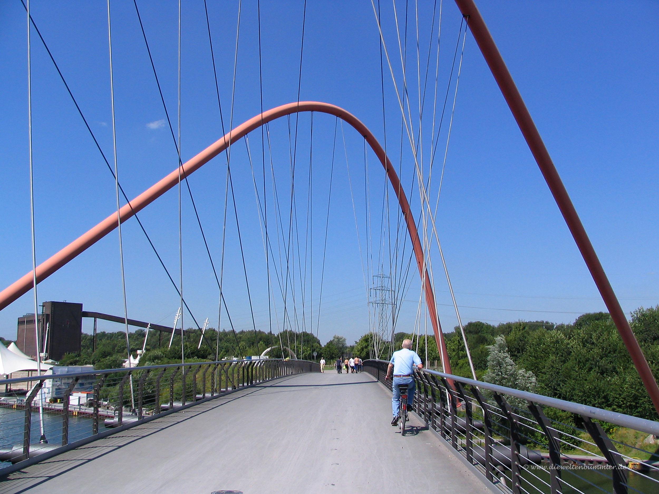 Bogenbrücke über dem Rhein-Herne-Kanal