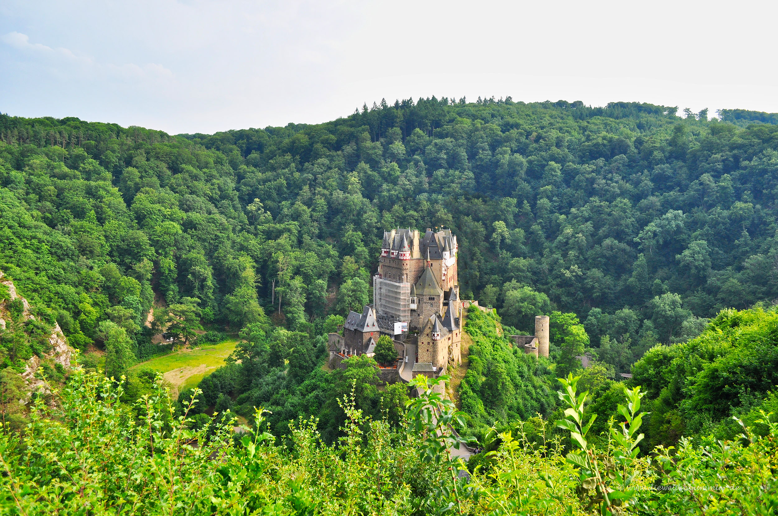 Einsame Burg an der Mosel