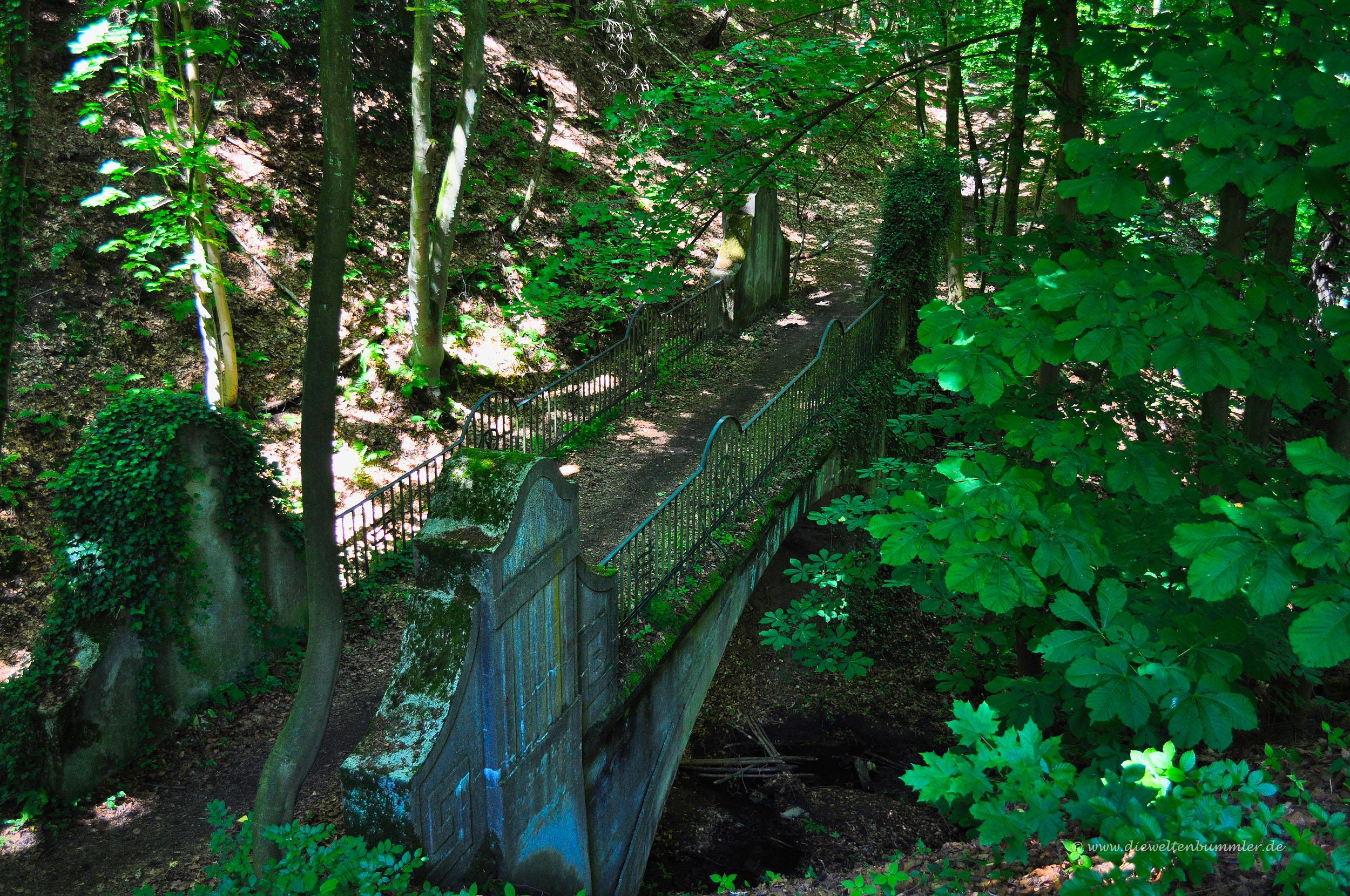 Historische Brücke über dem Landsberger Bach