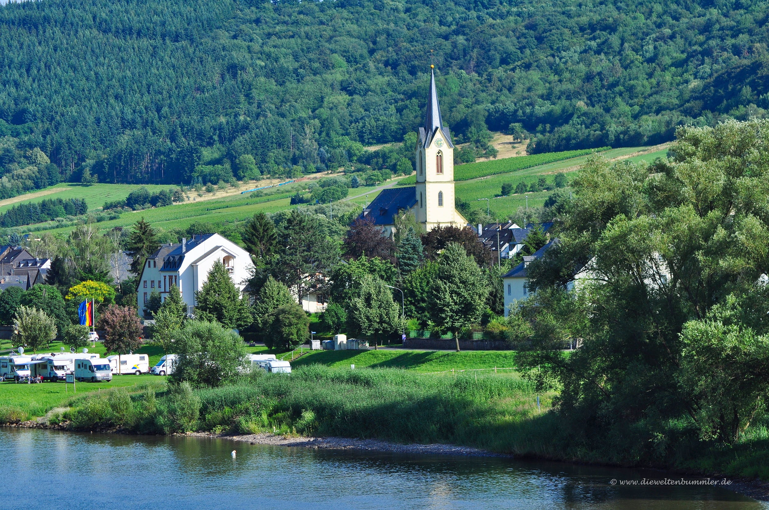 Kirche in Erden