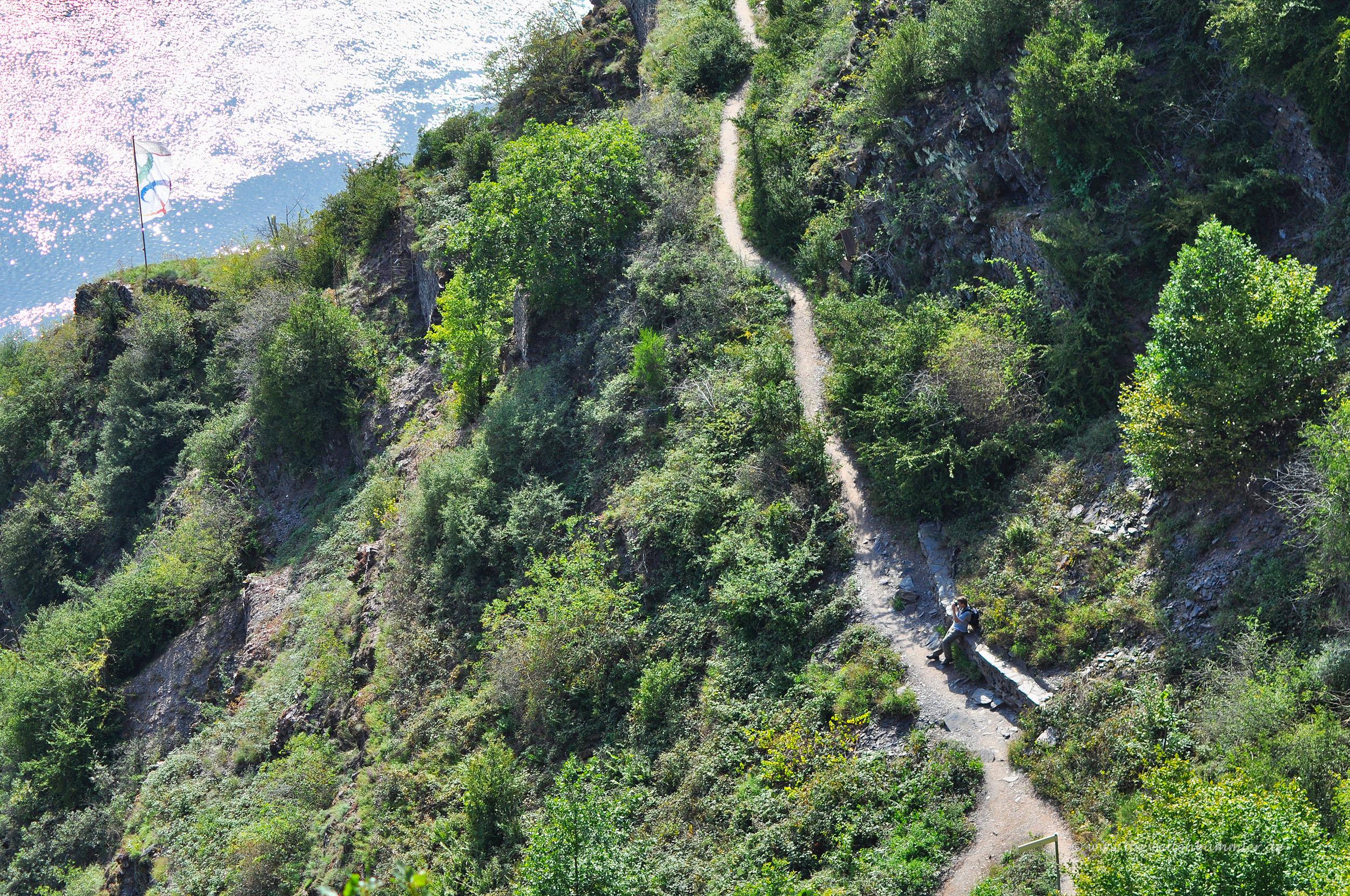 Wanderweg durch den Calmont-Klettersteig