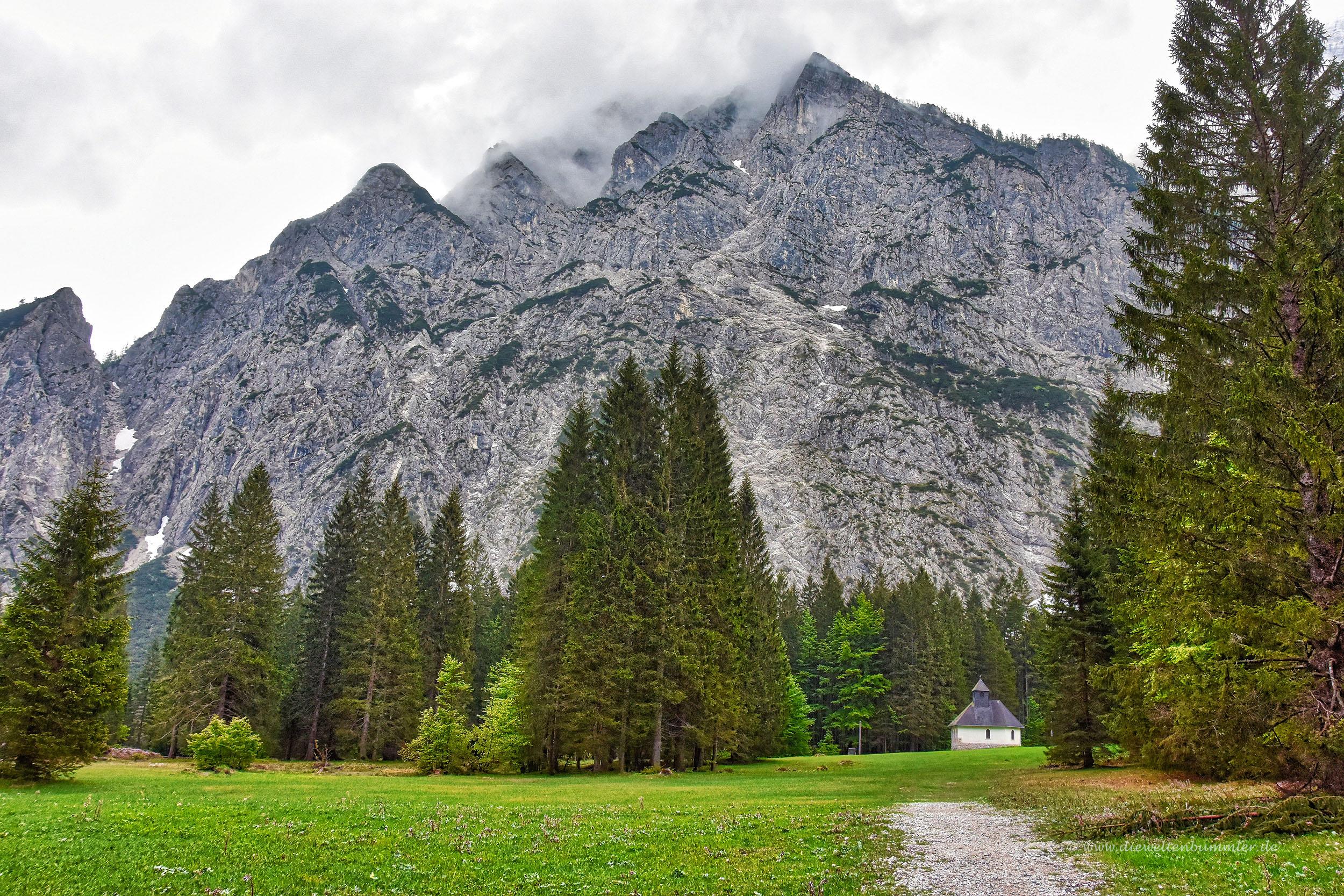 Mächtige Felswand im Triglav-Gebirge