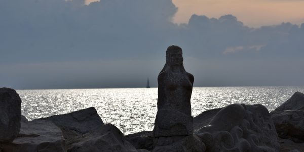 Skulptur am Kap Madonna