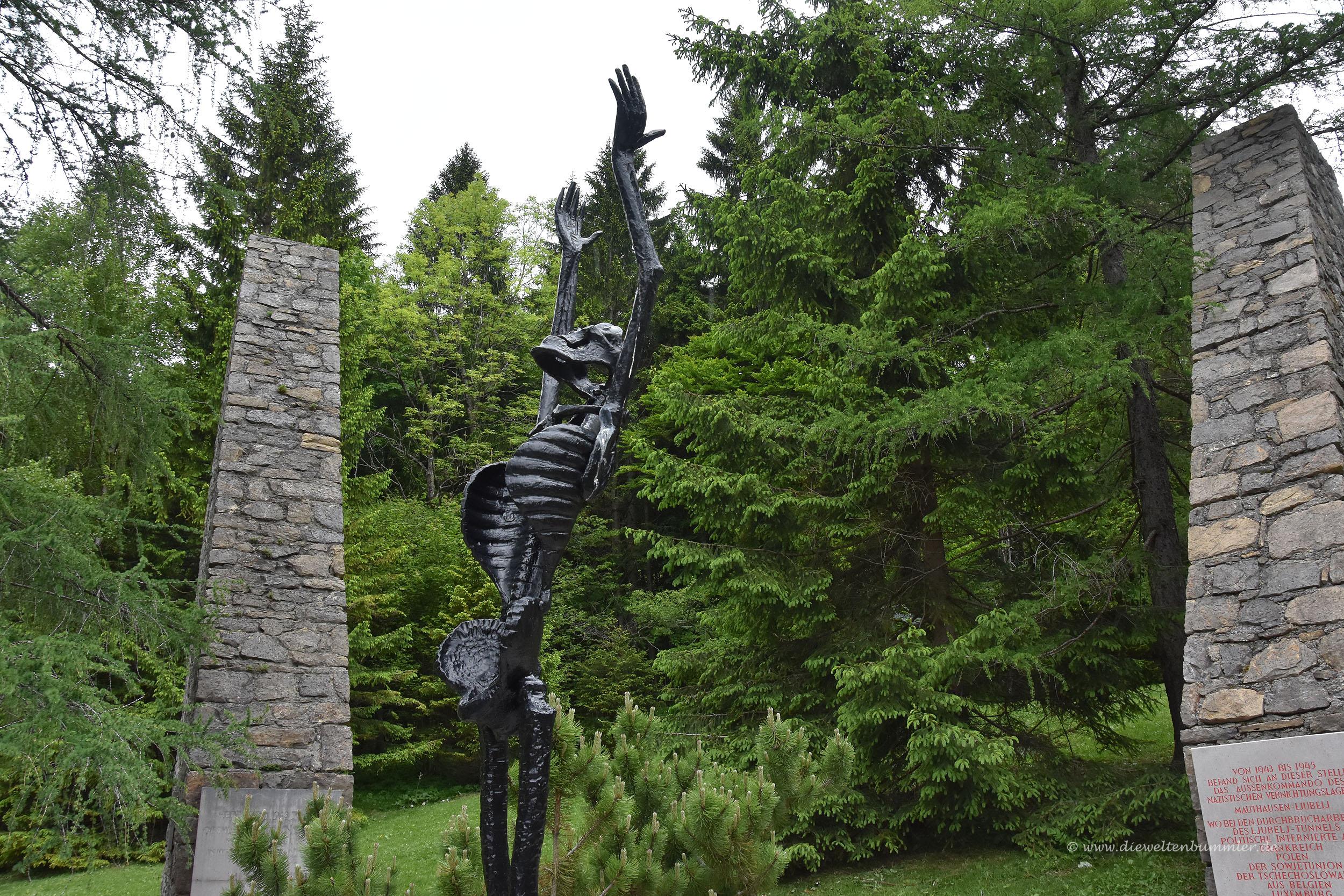 Denkmal an der KZ-Gedenkstätte