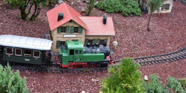 Seltsame Zusammenstellung der Eisenbahn