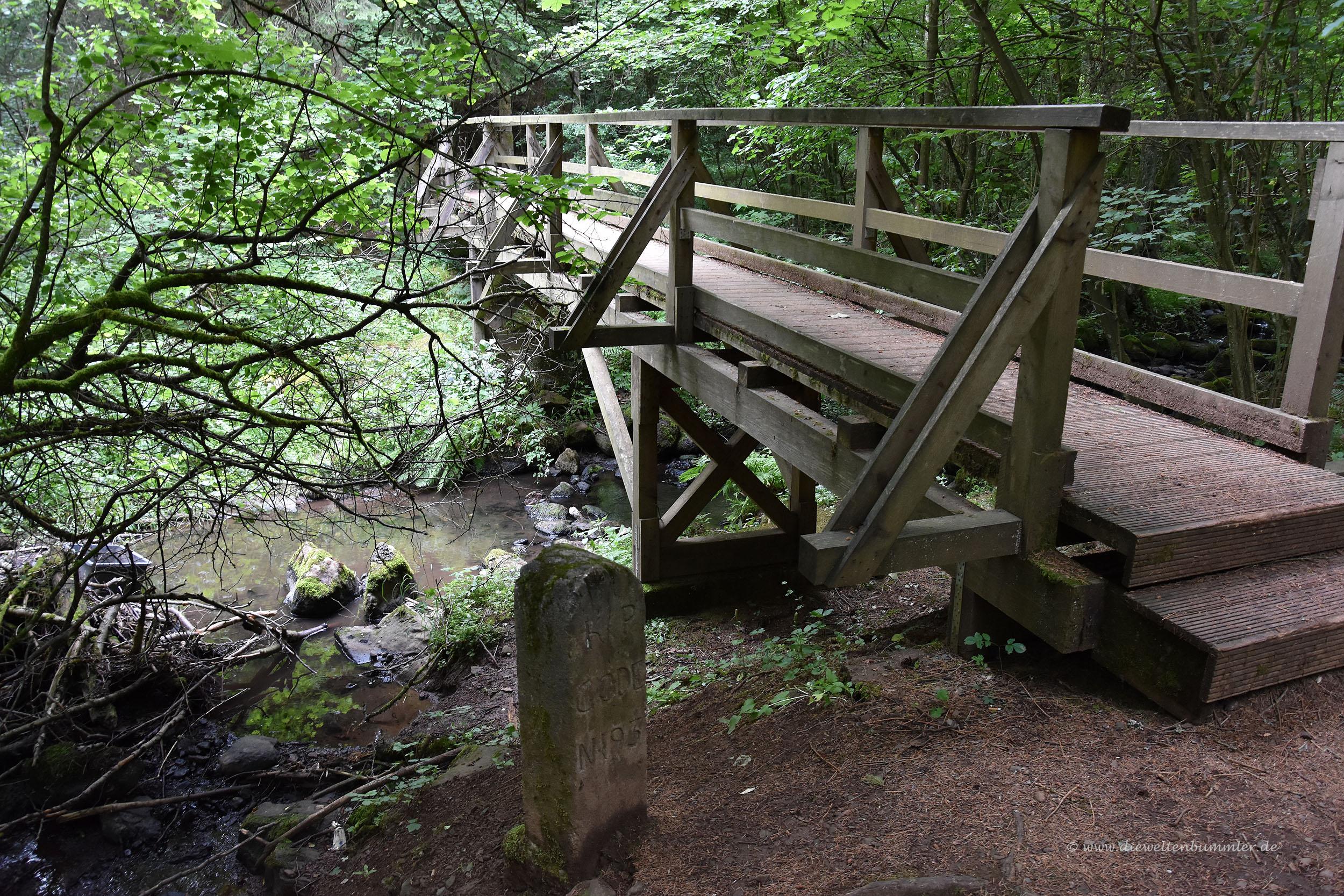 Dreiländerstein mit Brücke