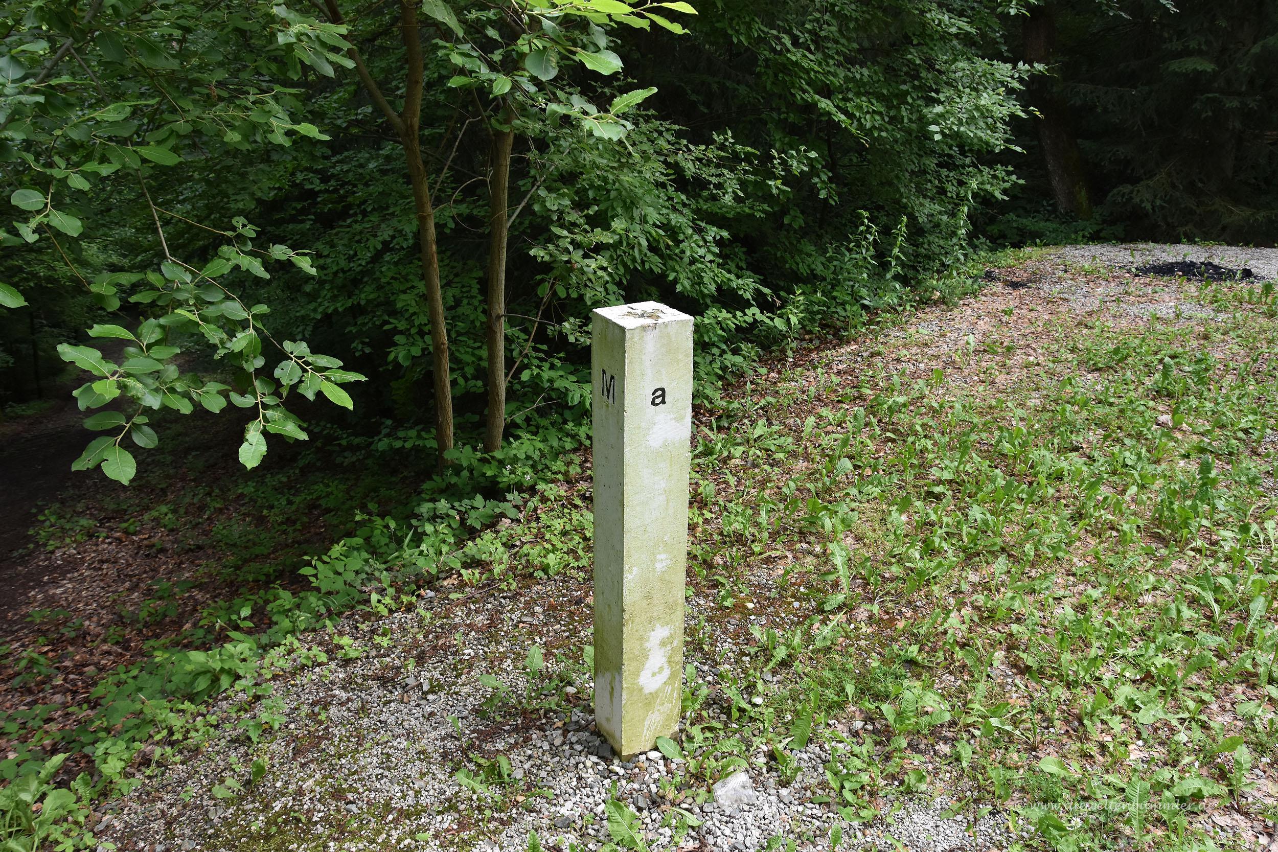 Grenzstein zwischen Slowenien und Ungarn