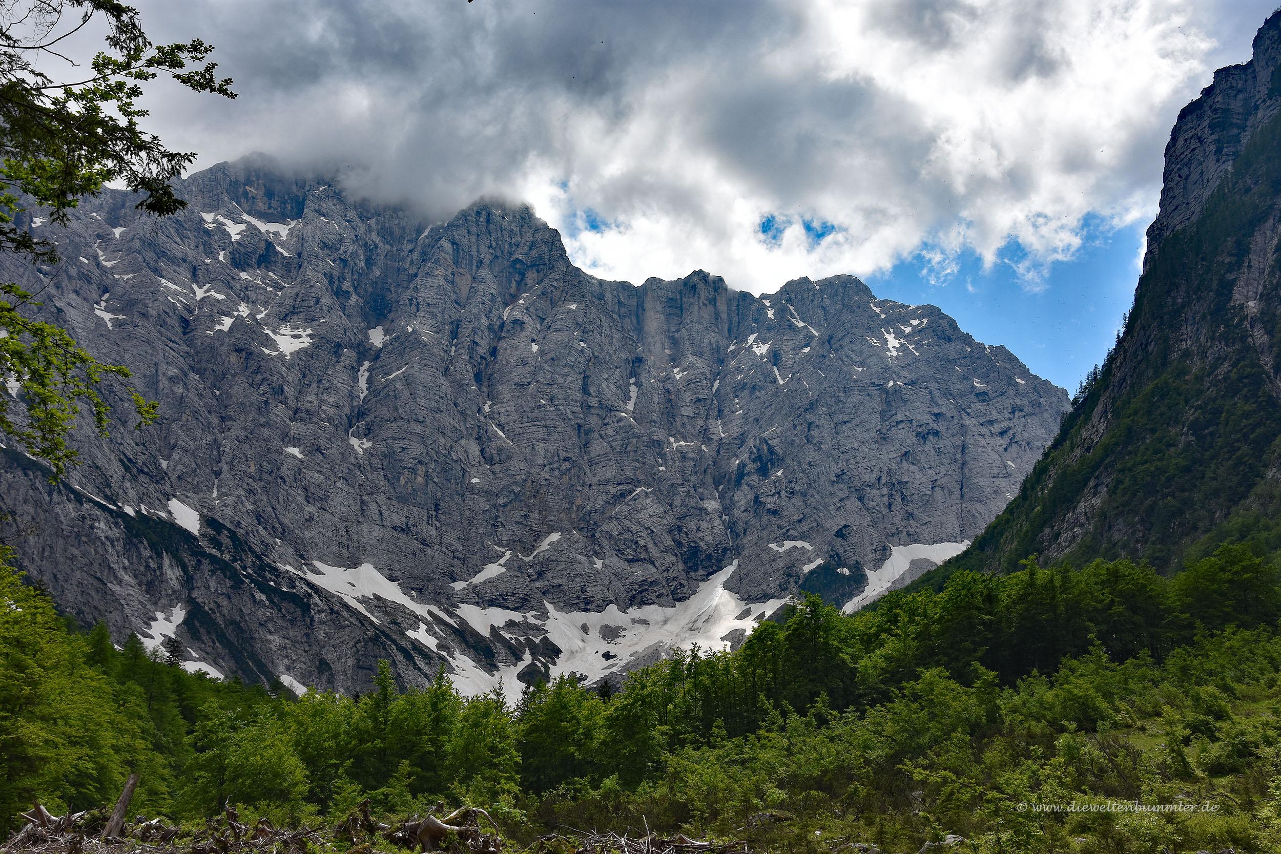 Steile Felswand