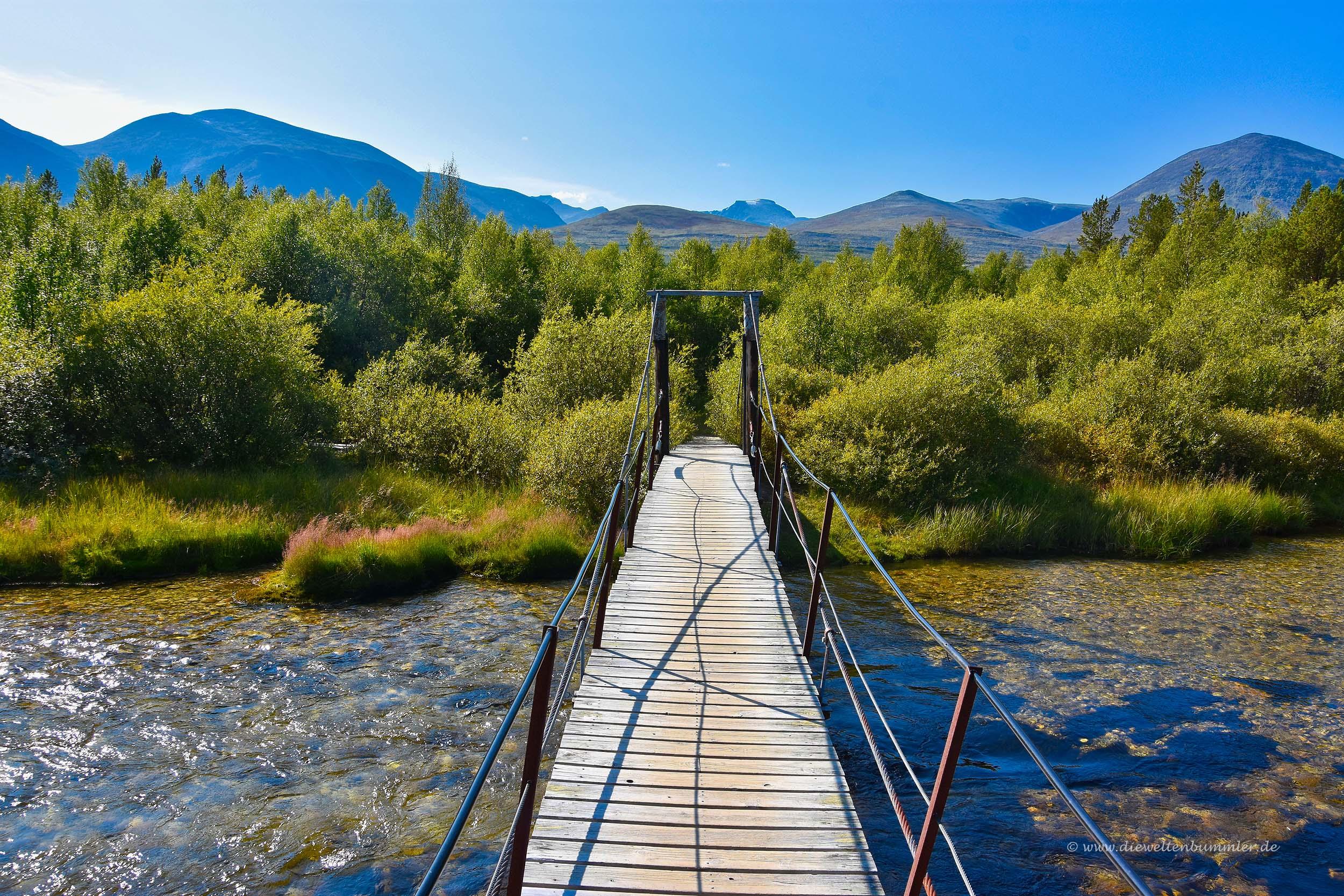Die Brücke zeigt genau auf den Rondeslottet
