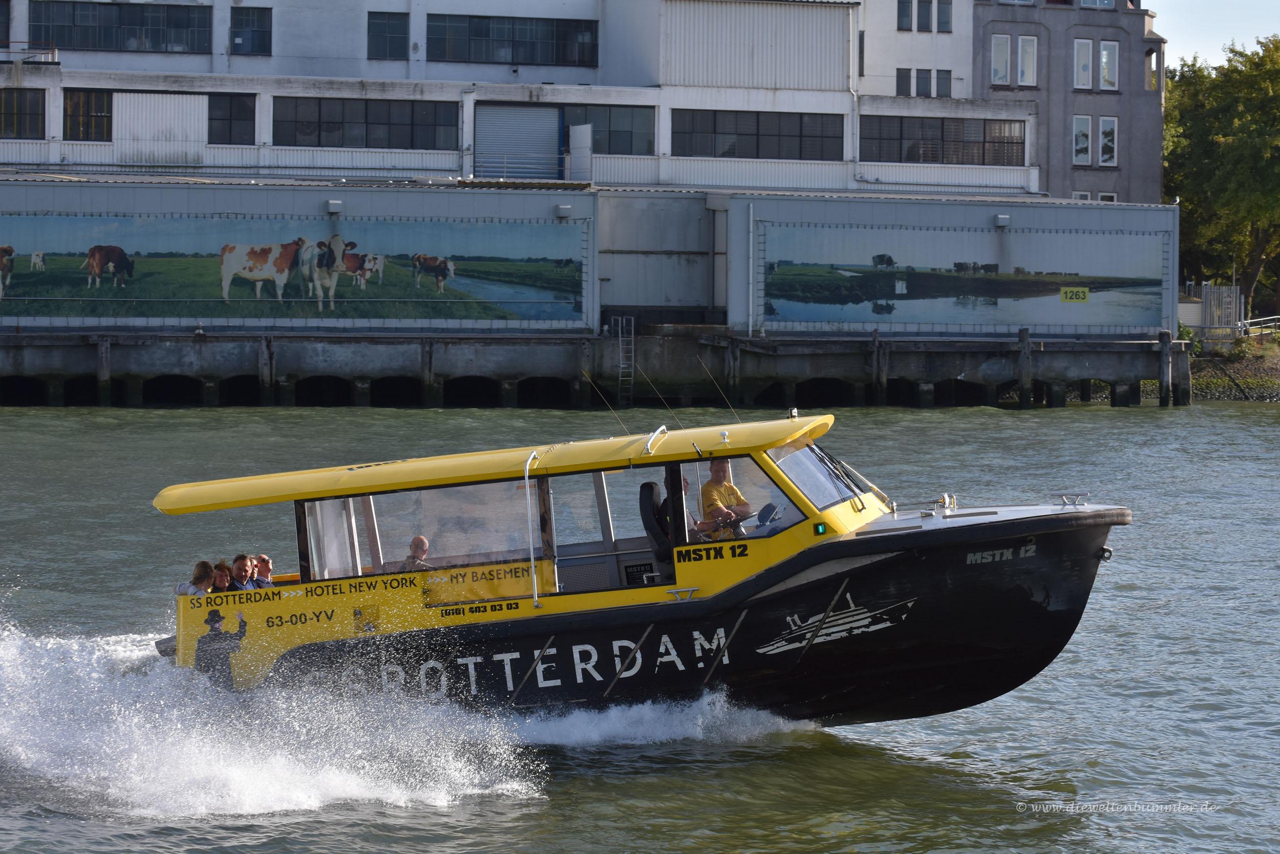 Taxiboot im Hafen
