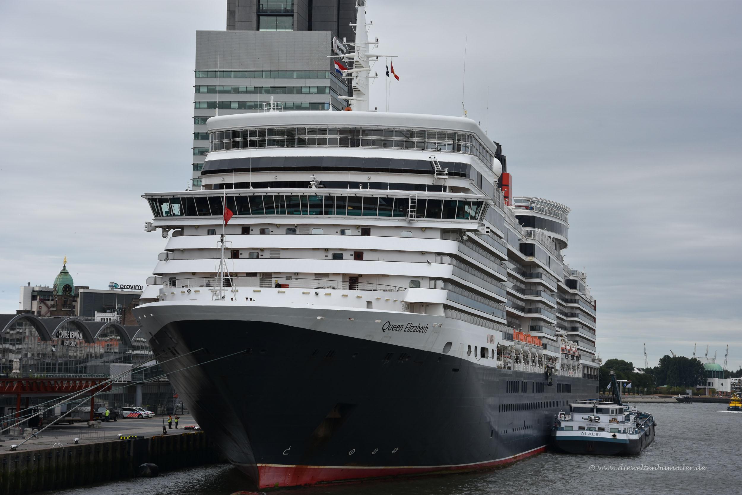 Eines von drei Cunard-Schiffen