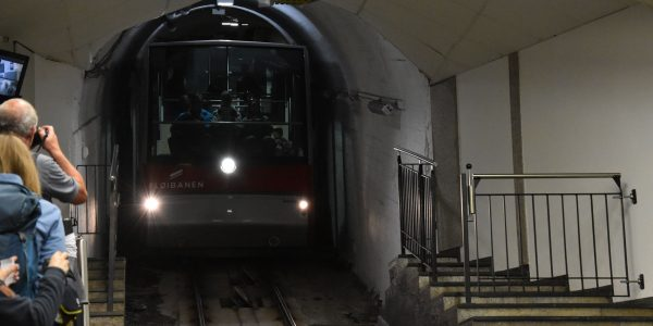 Die Floyenbahn fährt ein