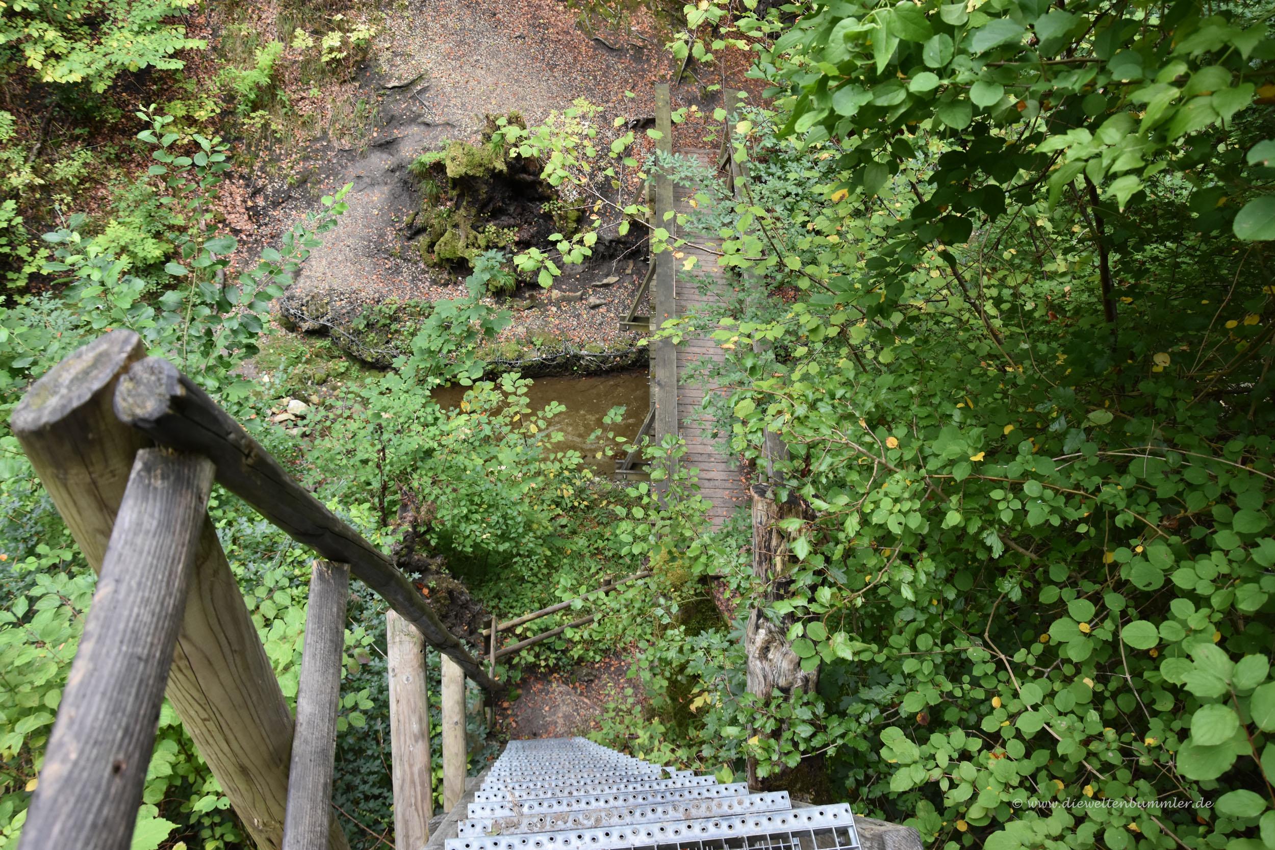Steile Treppe auf dem Wanderweg