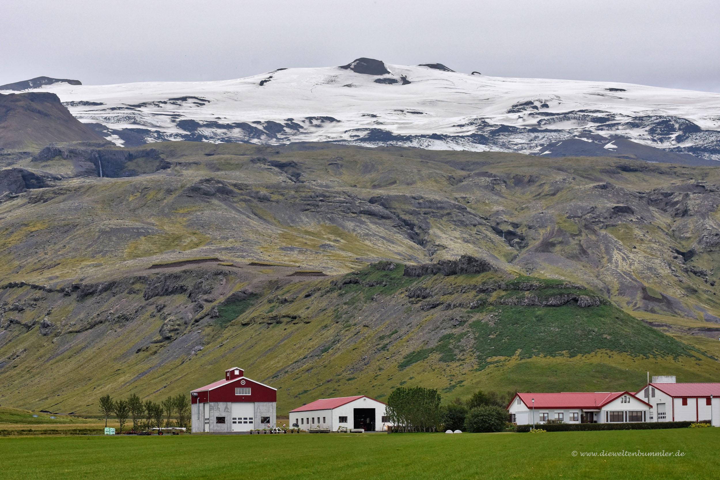 Farm vor dem Vulkan