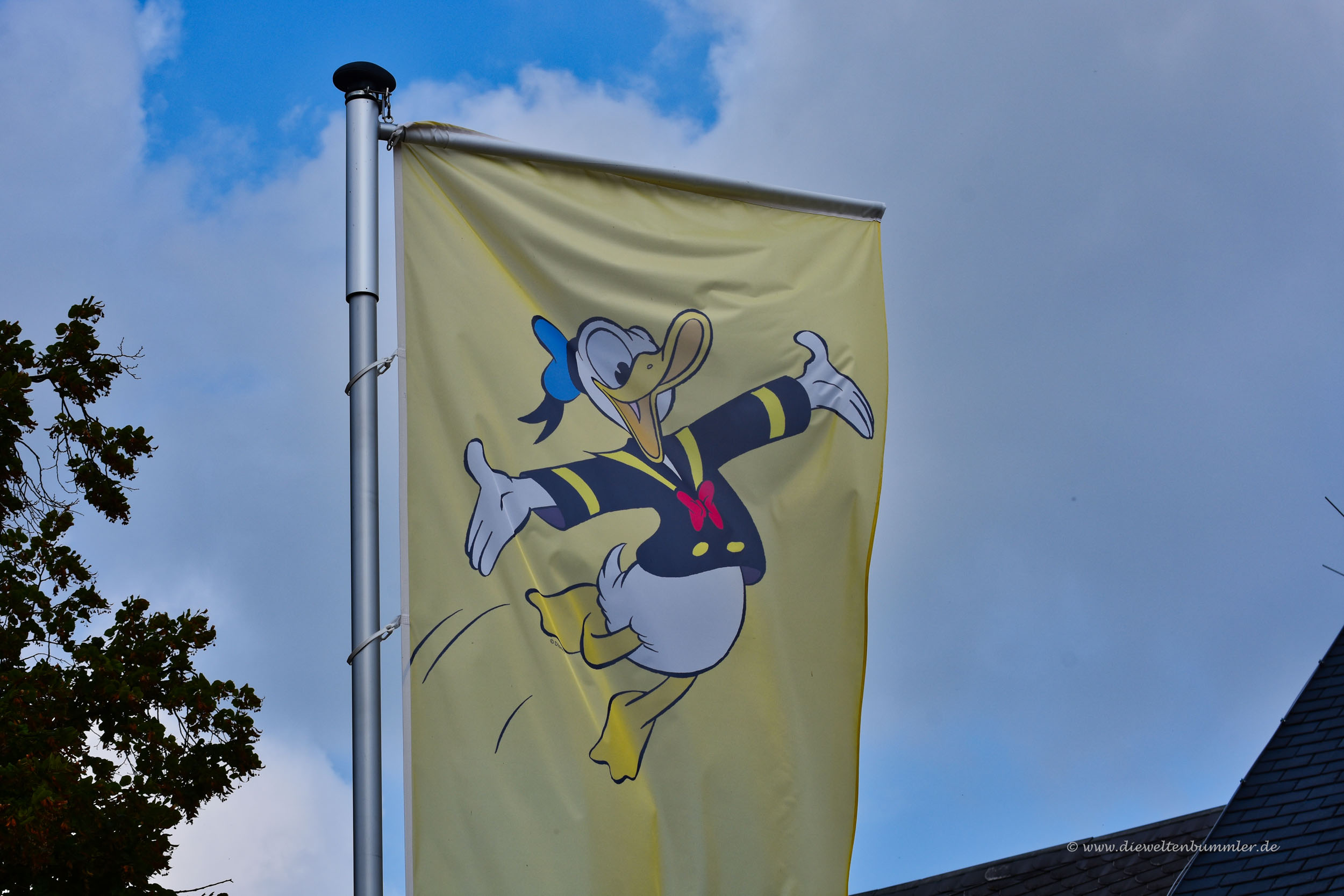 Flagge vor dem Museum