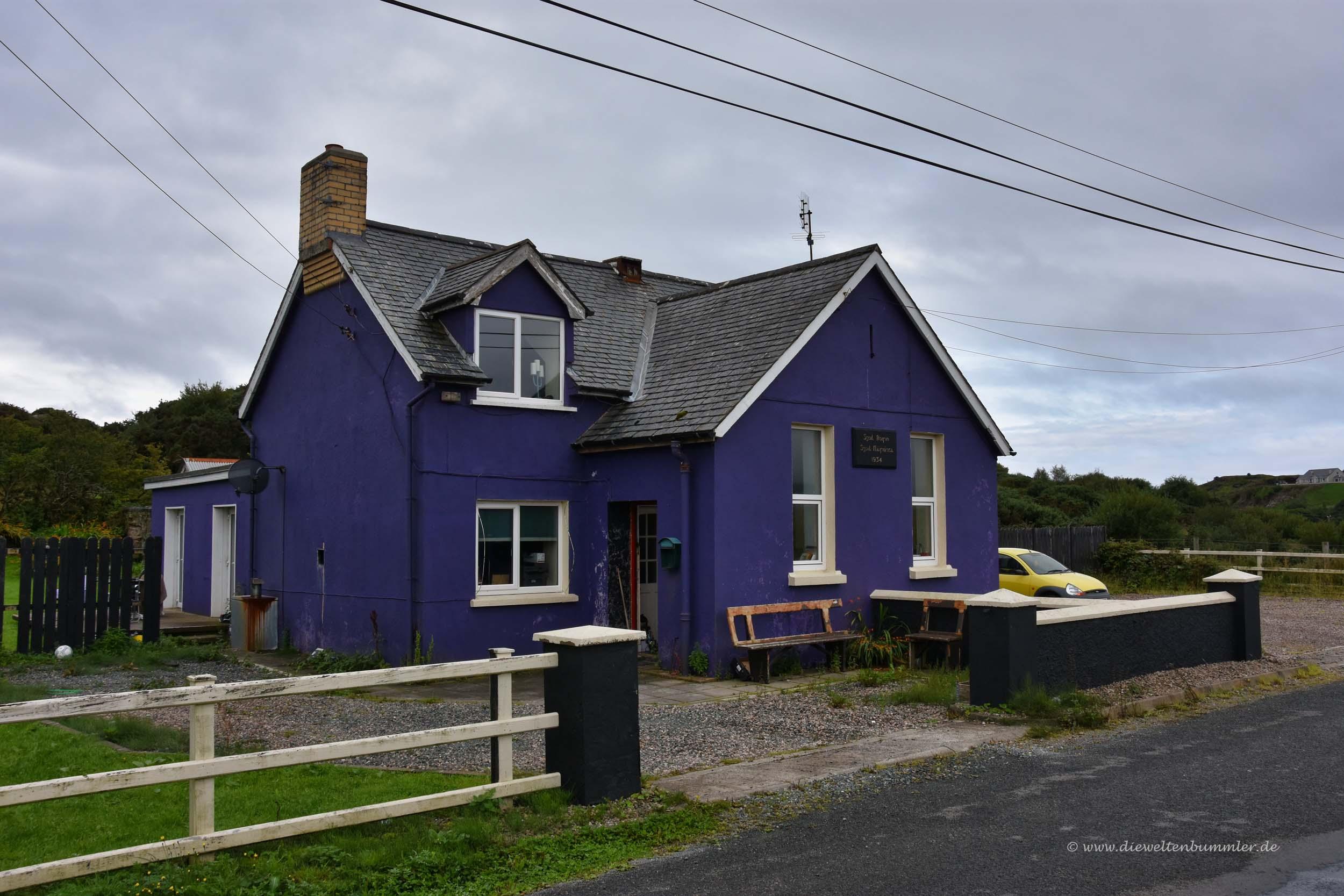 Am lila Haus einmal abbiegen