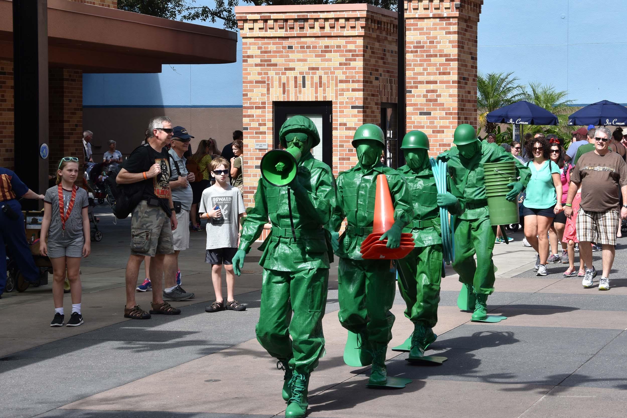 Die Toy Story Soldaten kommen