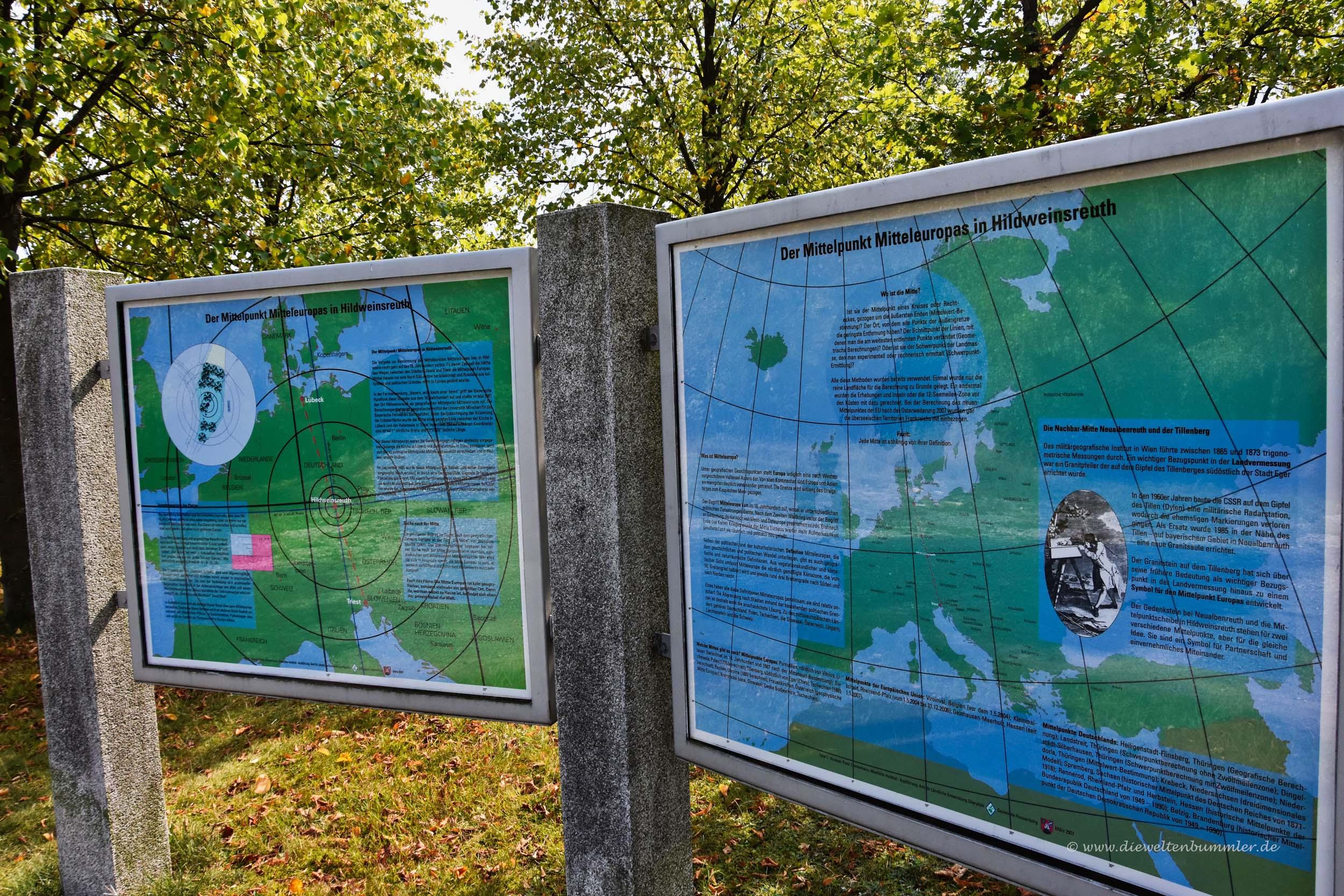 Infotafeln über den geografischen Mittelpunkt