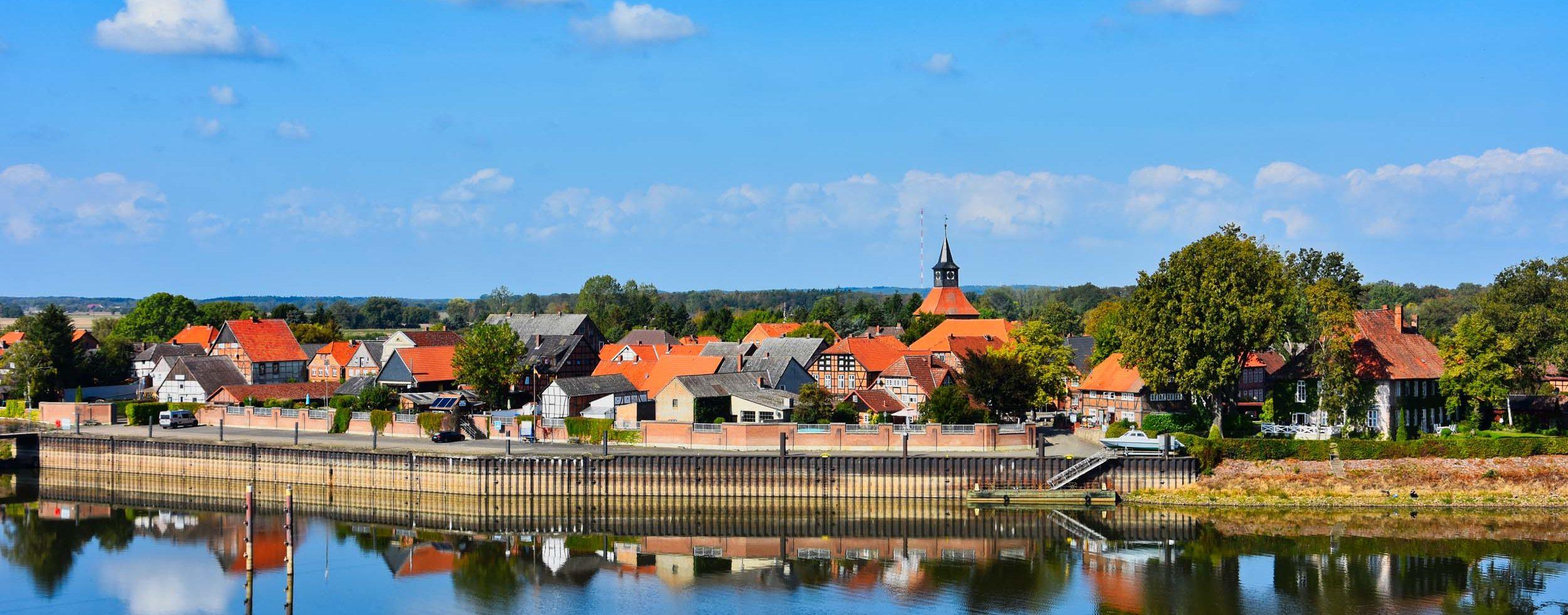 Schnakenburg mit dem kleinen Hafen