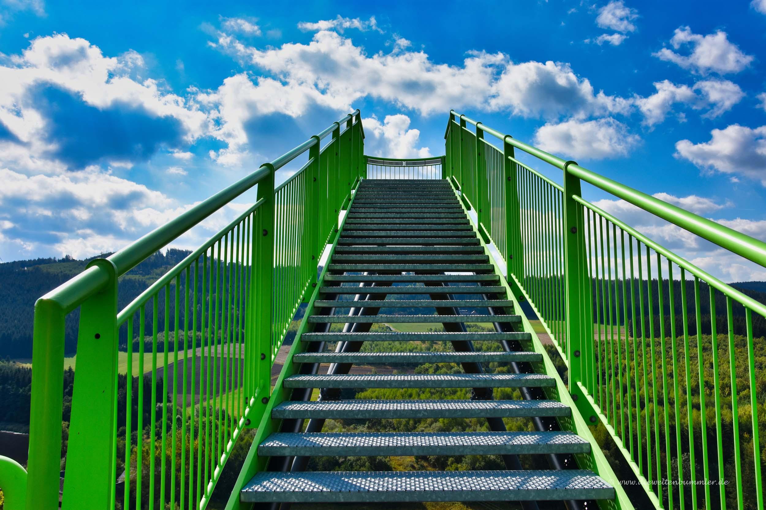 Treppe zum Skywalk an der Saale