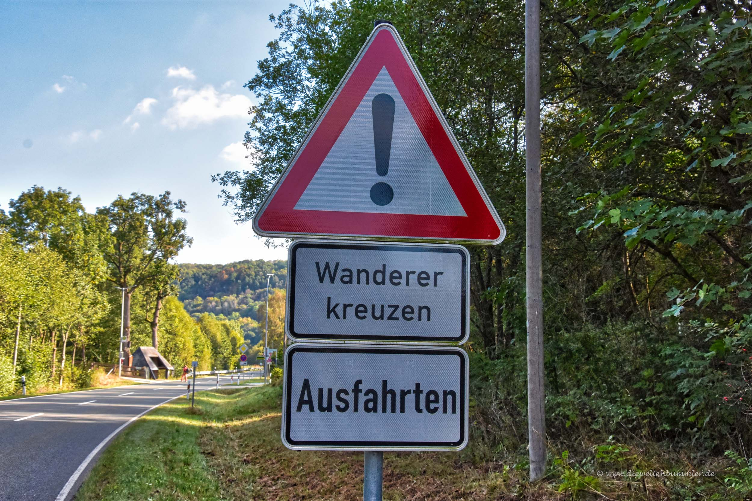 Warnschild vor Wanderern