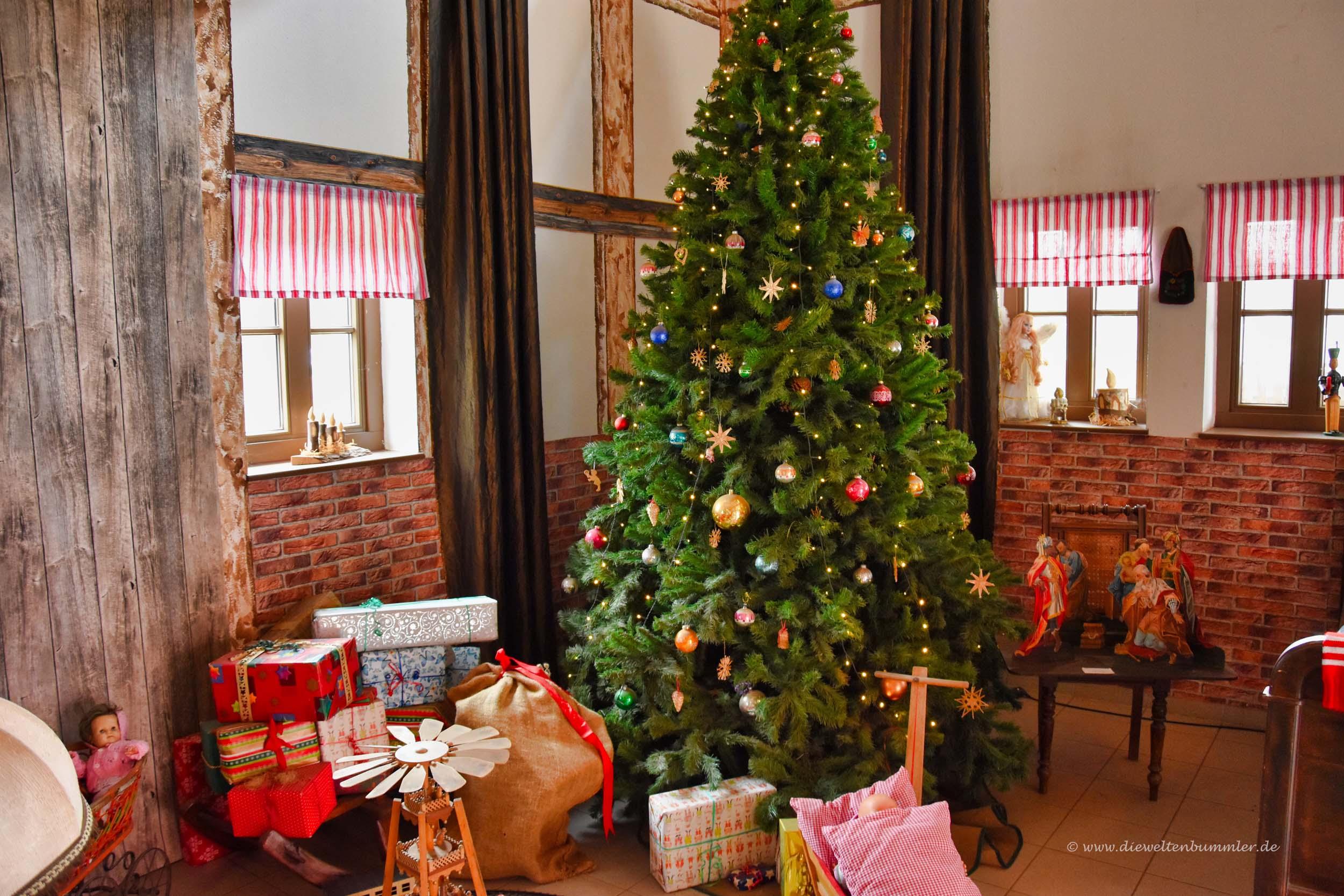 Weihnachtsbaum in der Stube