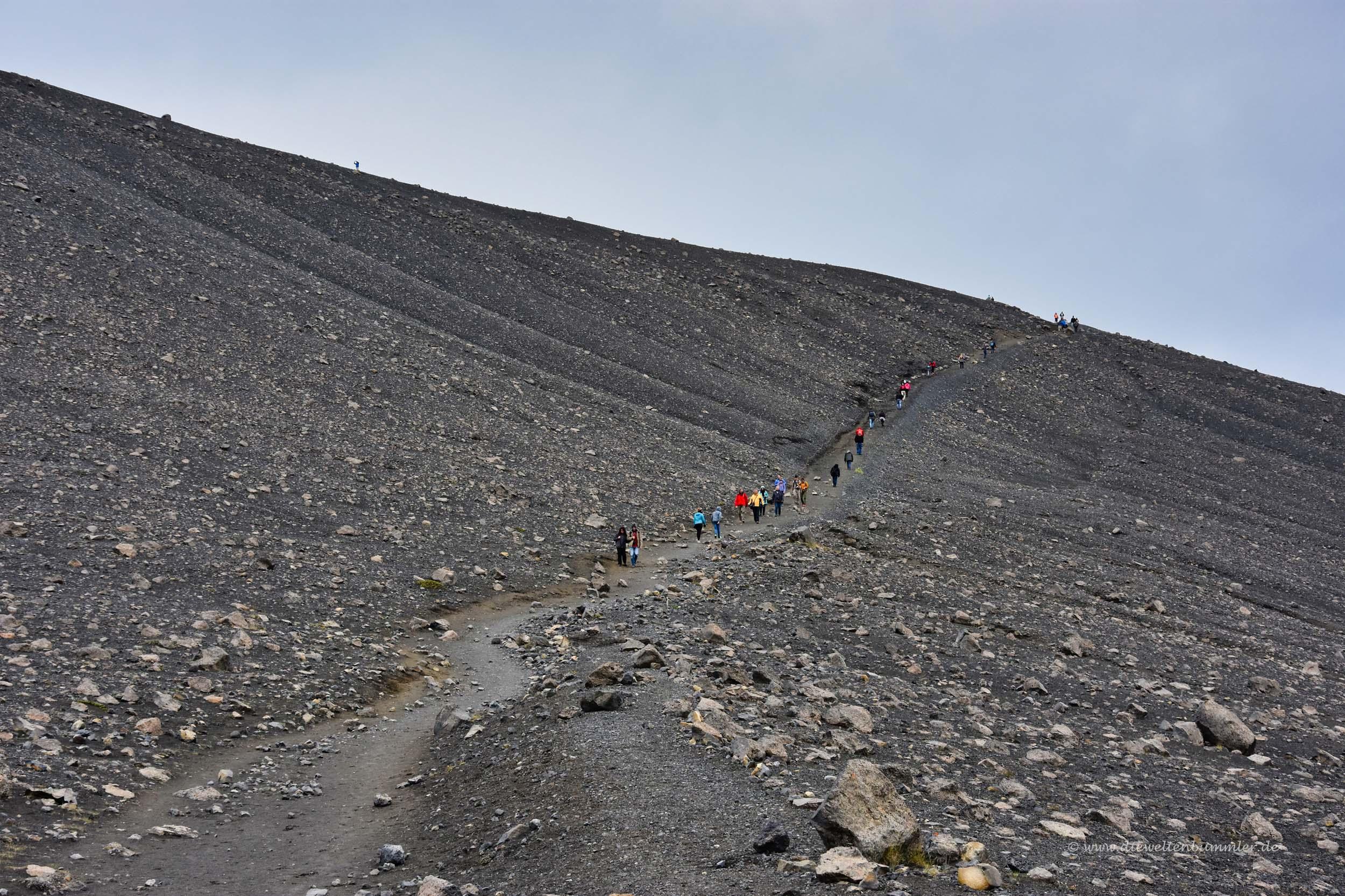 Aufstieg auf den Kraterrand