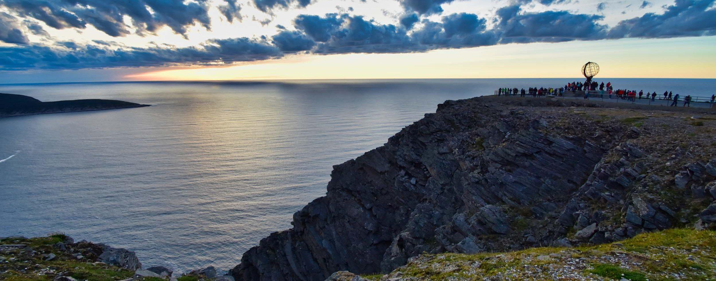 Links Knivskjellodden und rechts das Nordkap