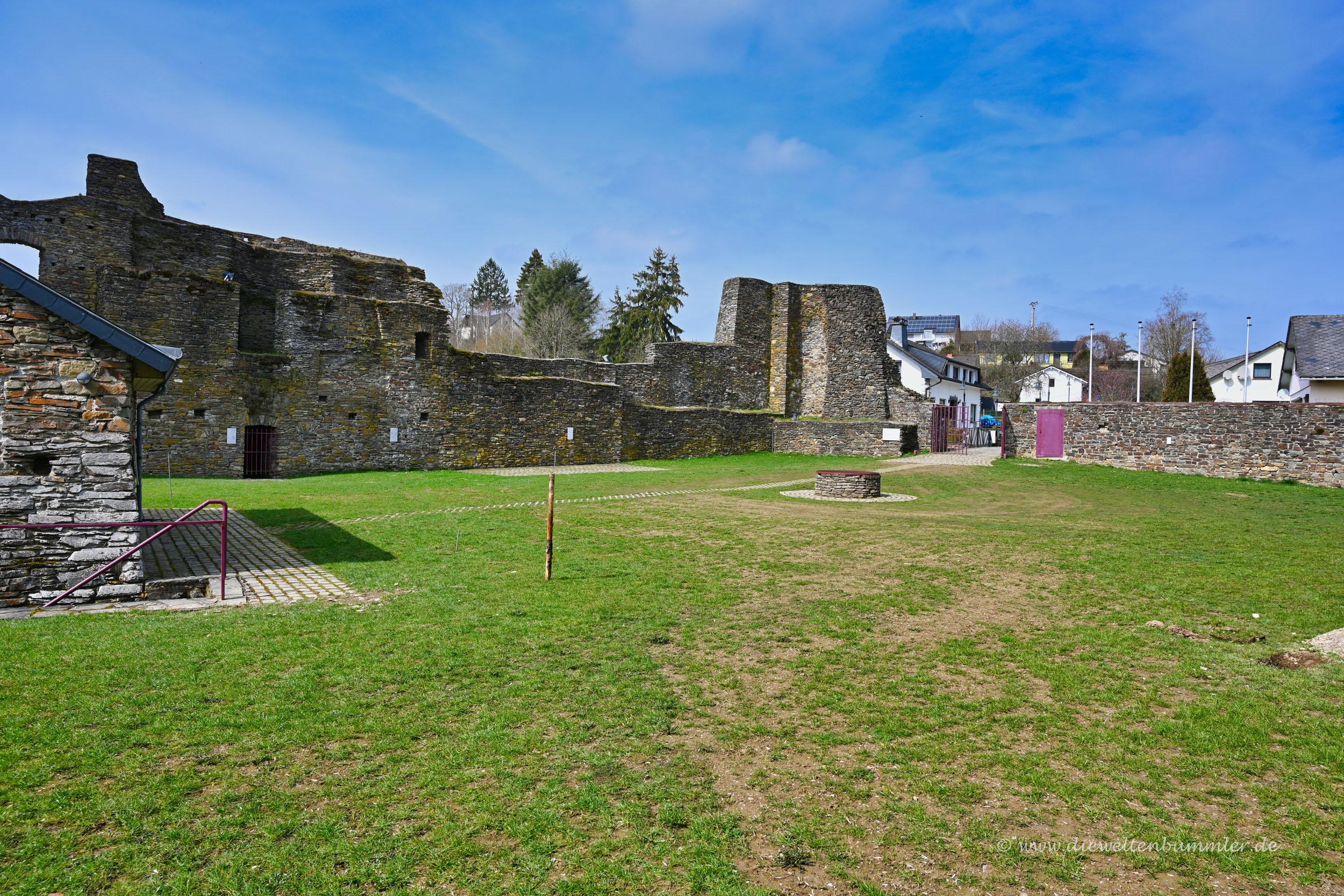 Innenhof der Burg Reuland