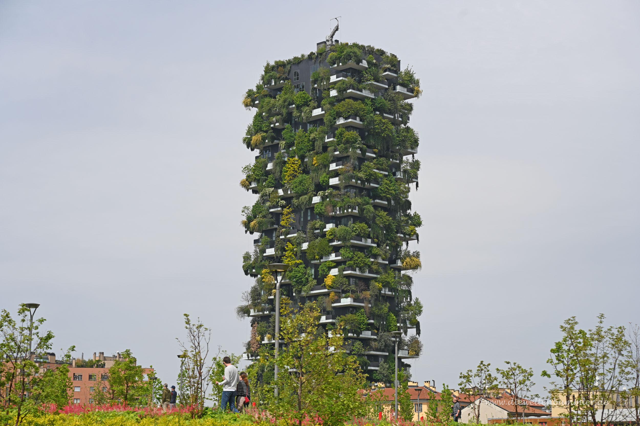Grünes Hochhaus in Mailand