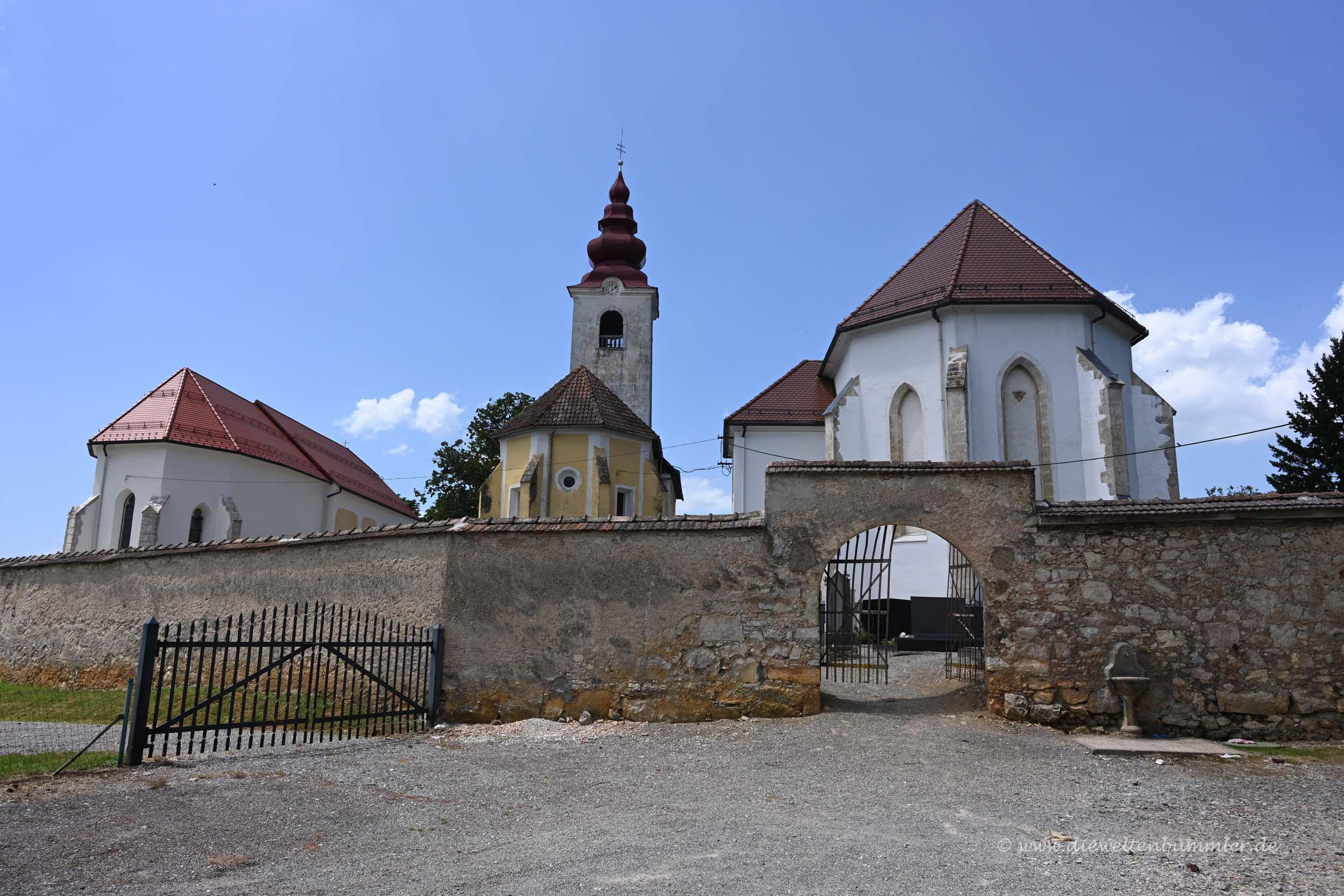 Drei Kirchen in Rosalnice