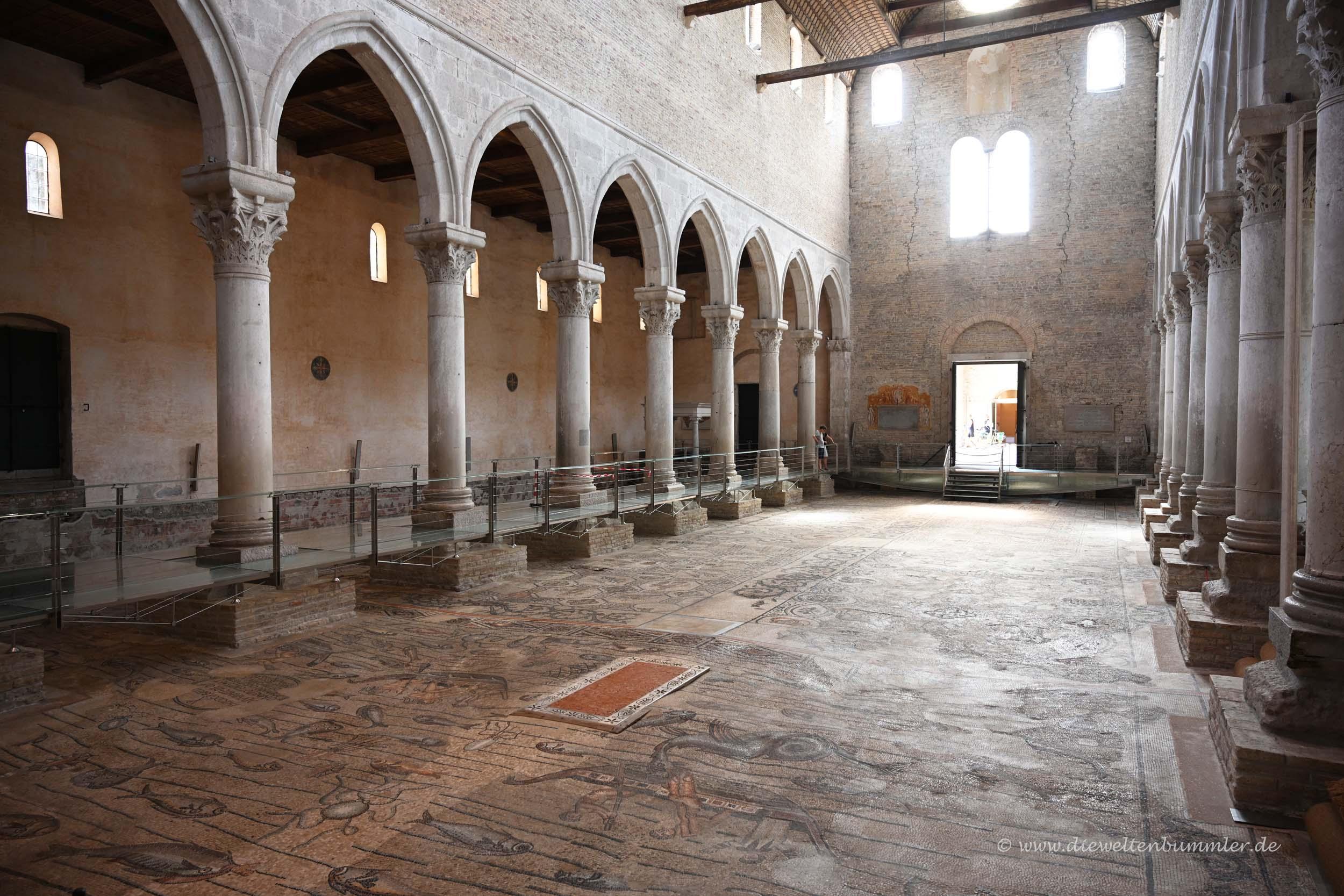 Kirche mit Mosaikboden
