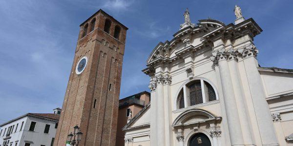Kirche und Turm in Chioggia