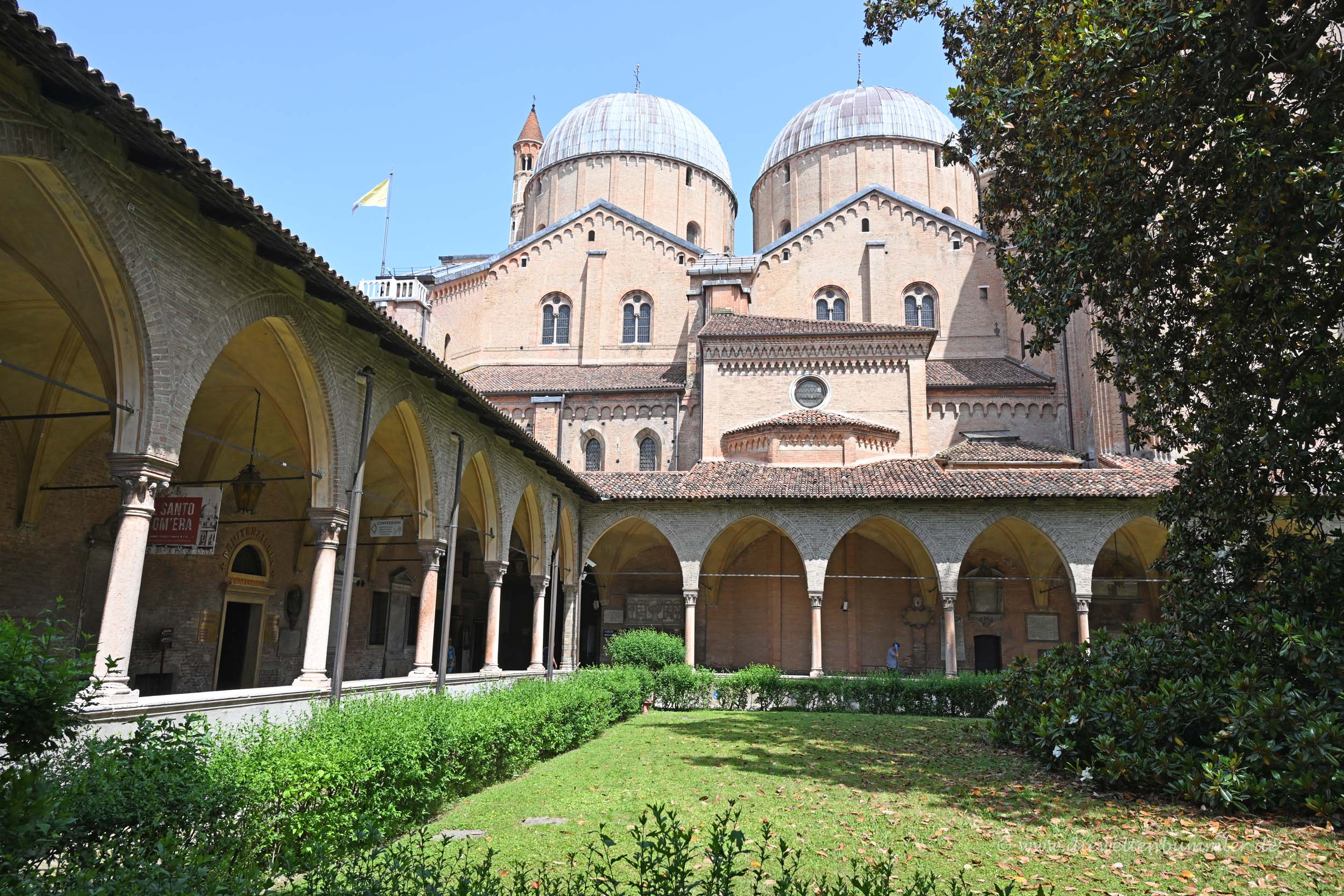 Kreuzgang an der Basilika
