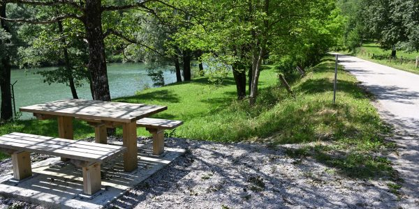 Picknickplatz am Fluss
