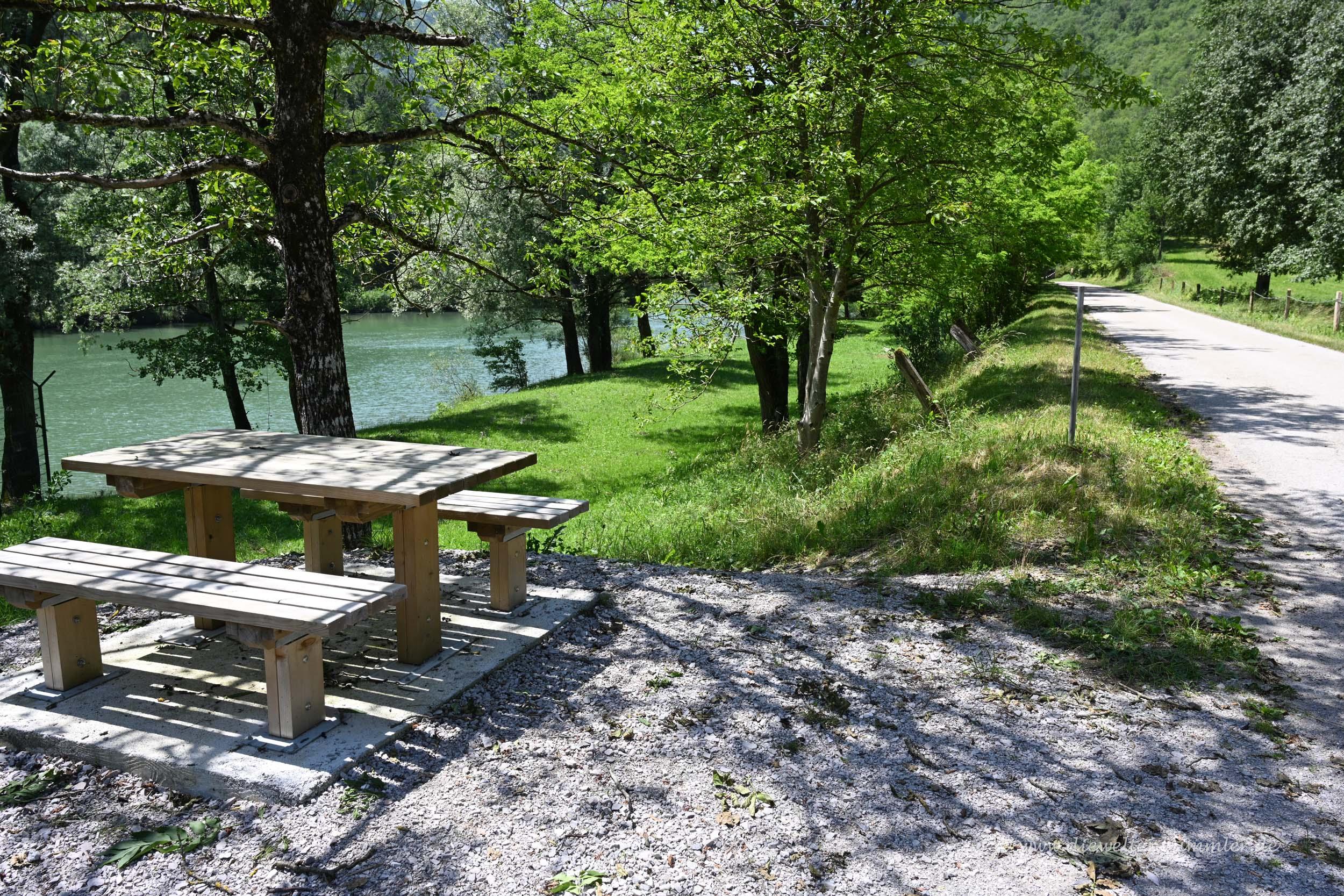 Picknickplatz am Fluss