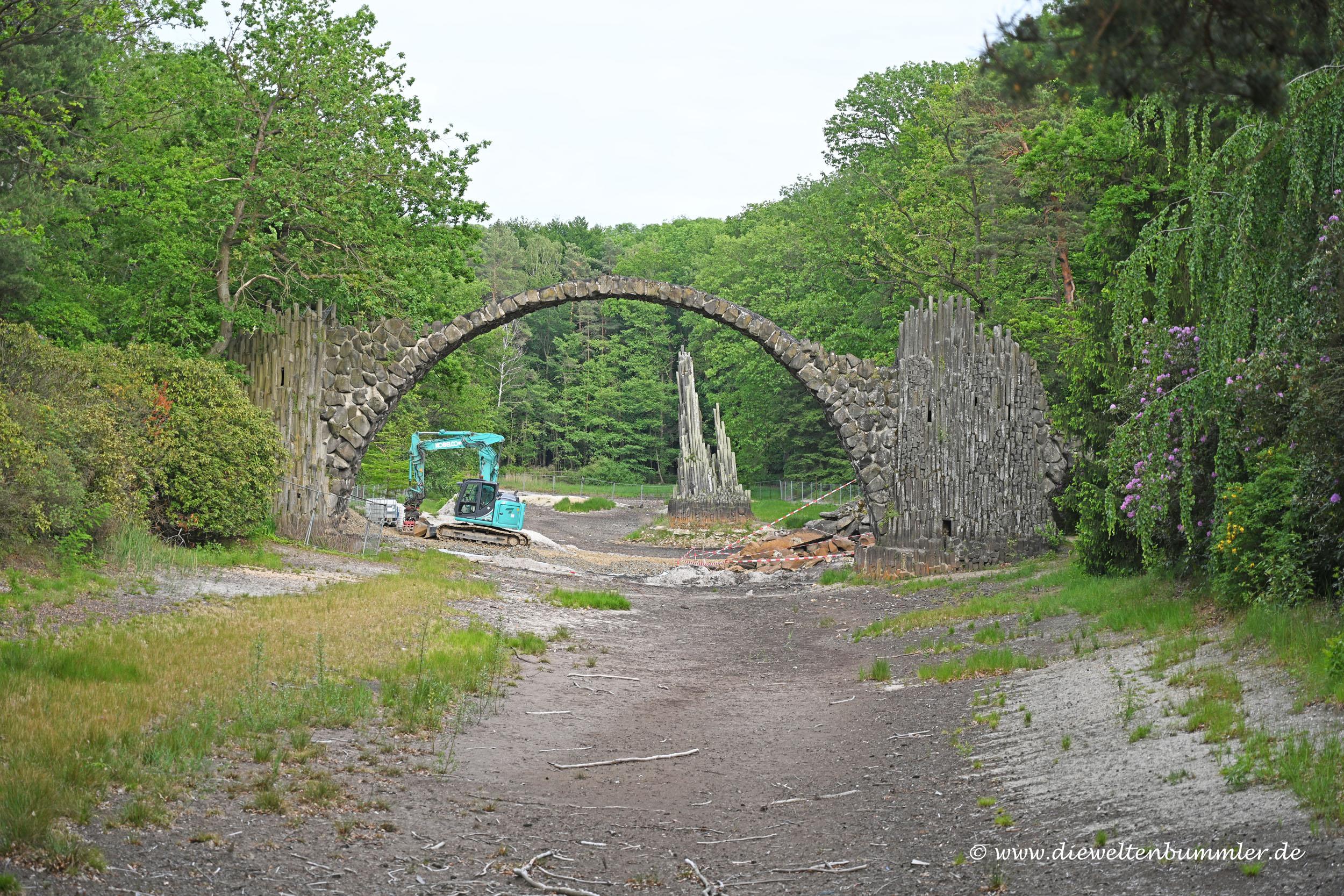 Rakotzbrücke bei Renovierung