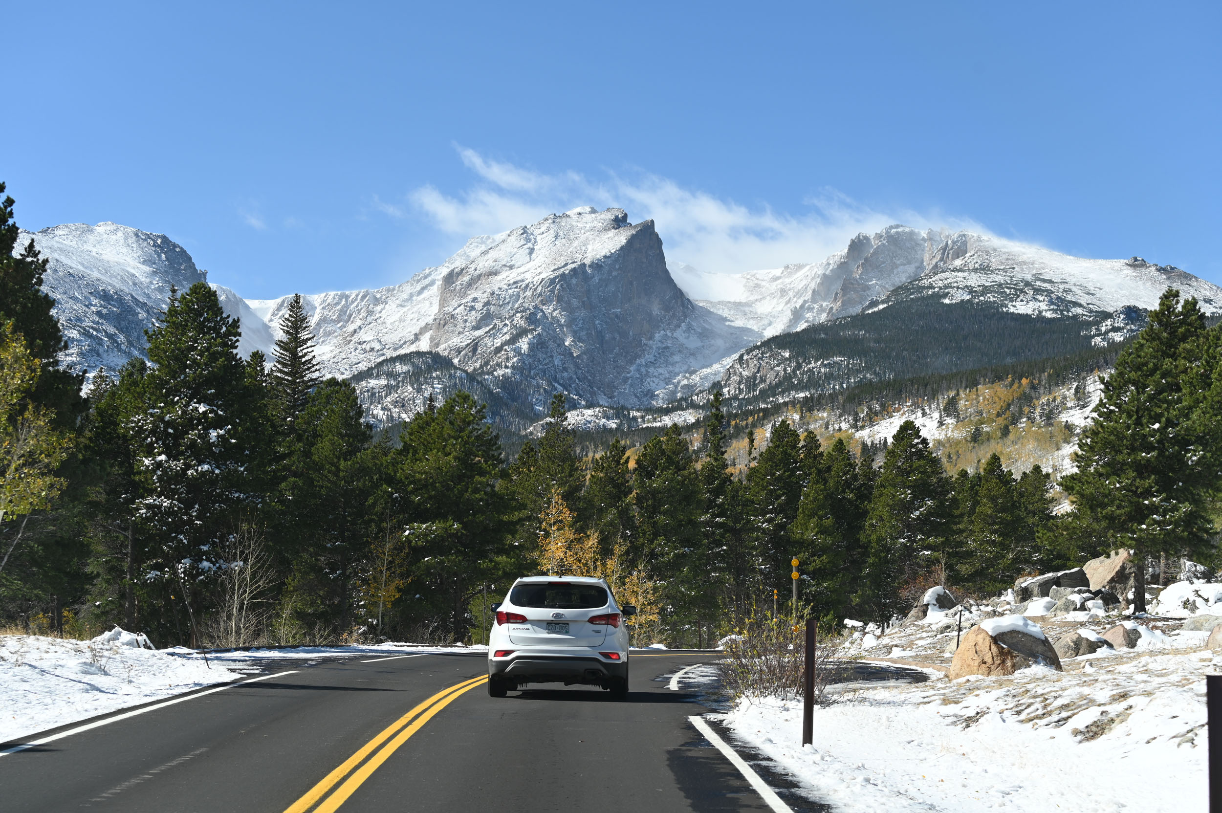 Straße in die Rocky Mountains