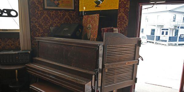 Saloon mit Schwingtür