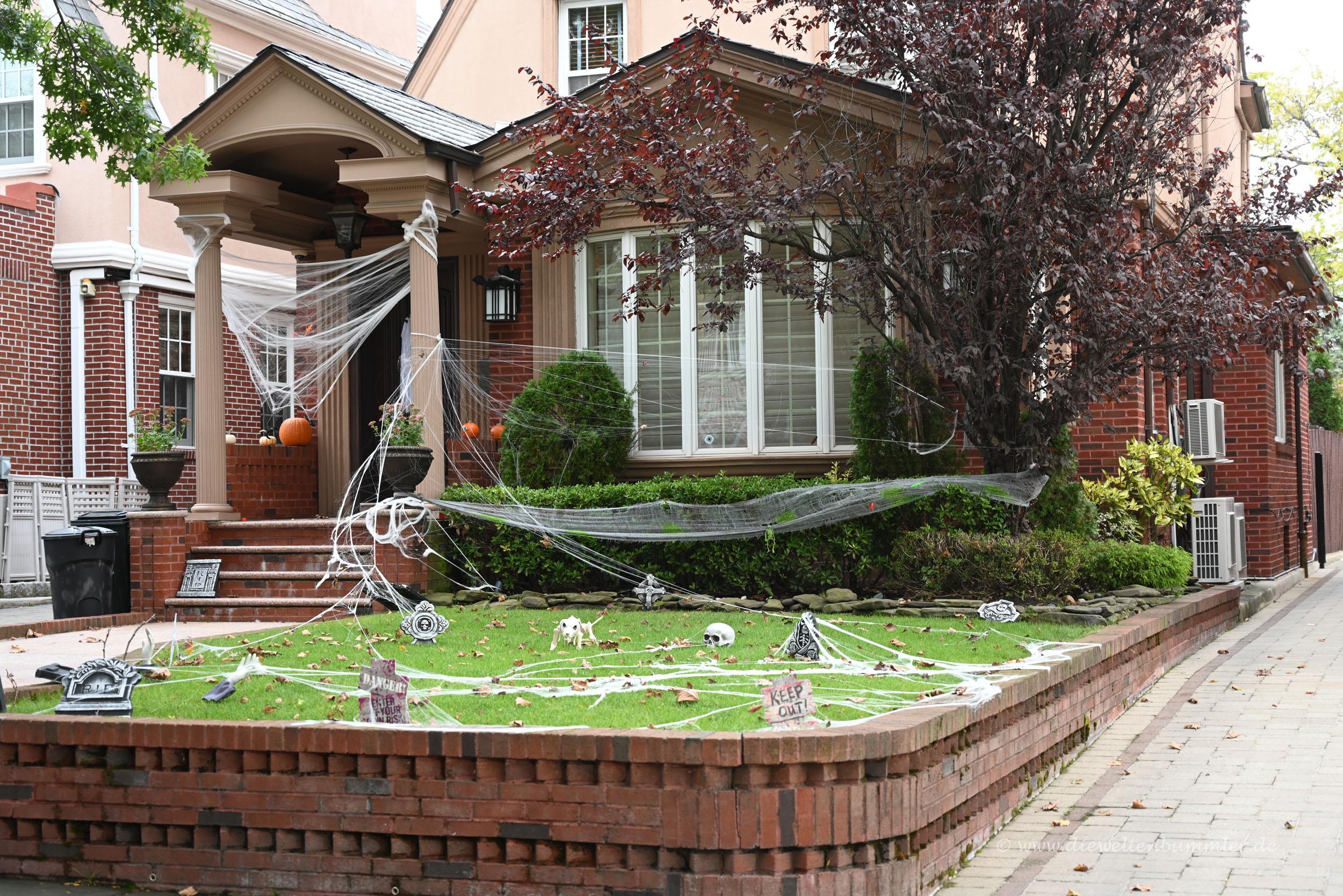 Haus mit Halloweendeko