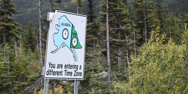 Hinweis auf Zeitzonenwechsel bei Alaska