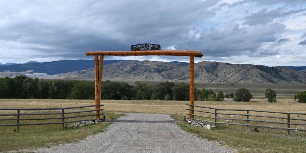 Zufahrt zu einer Ranch