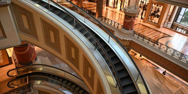 Eine runde Rolltreppe