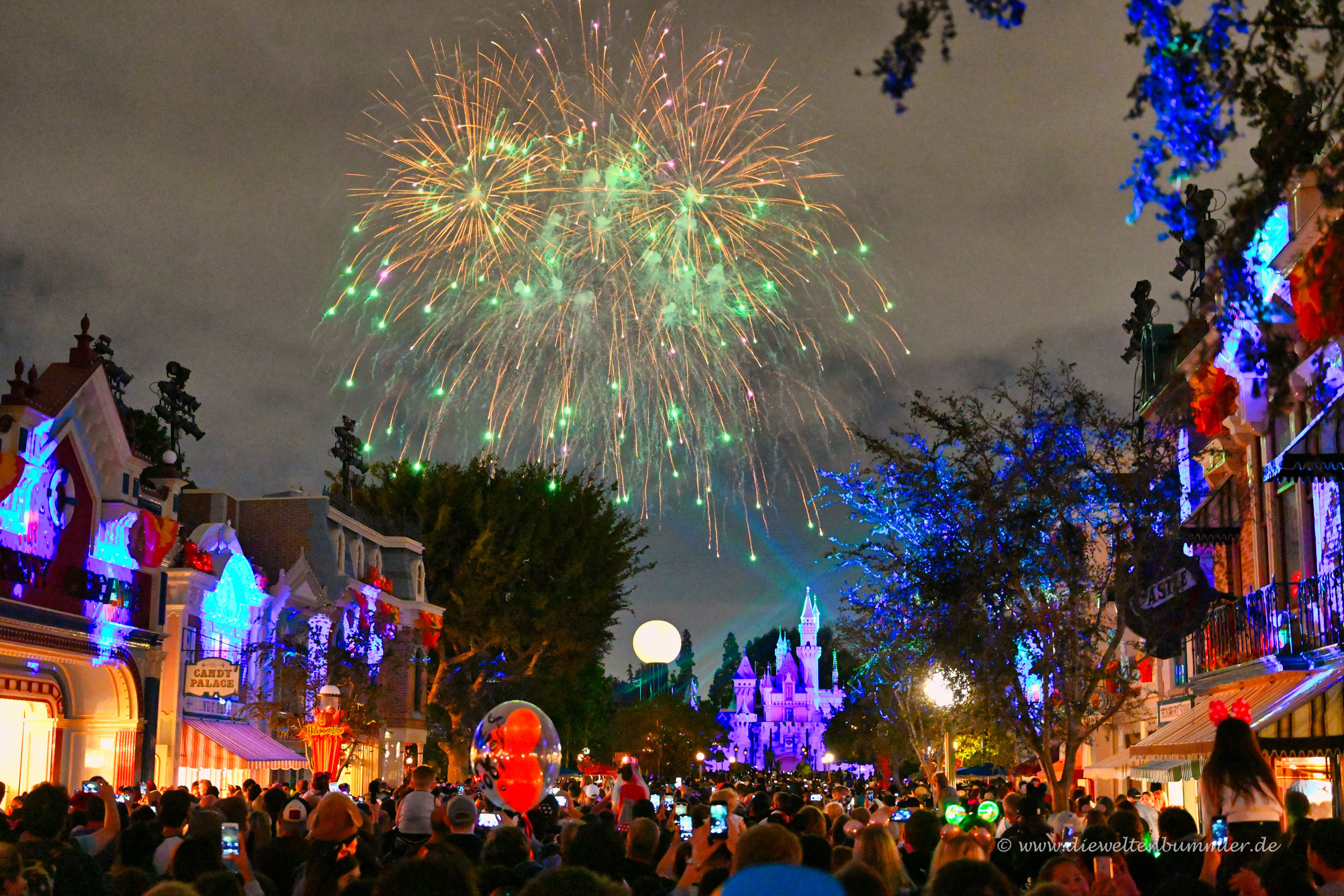 Feuerwerk mit Lasershow