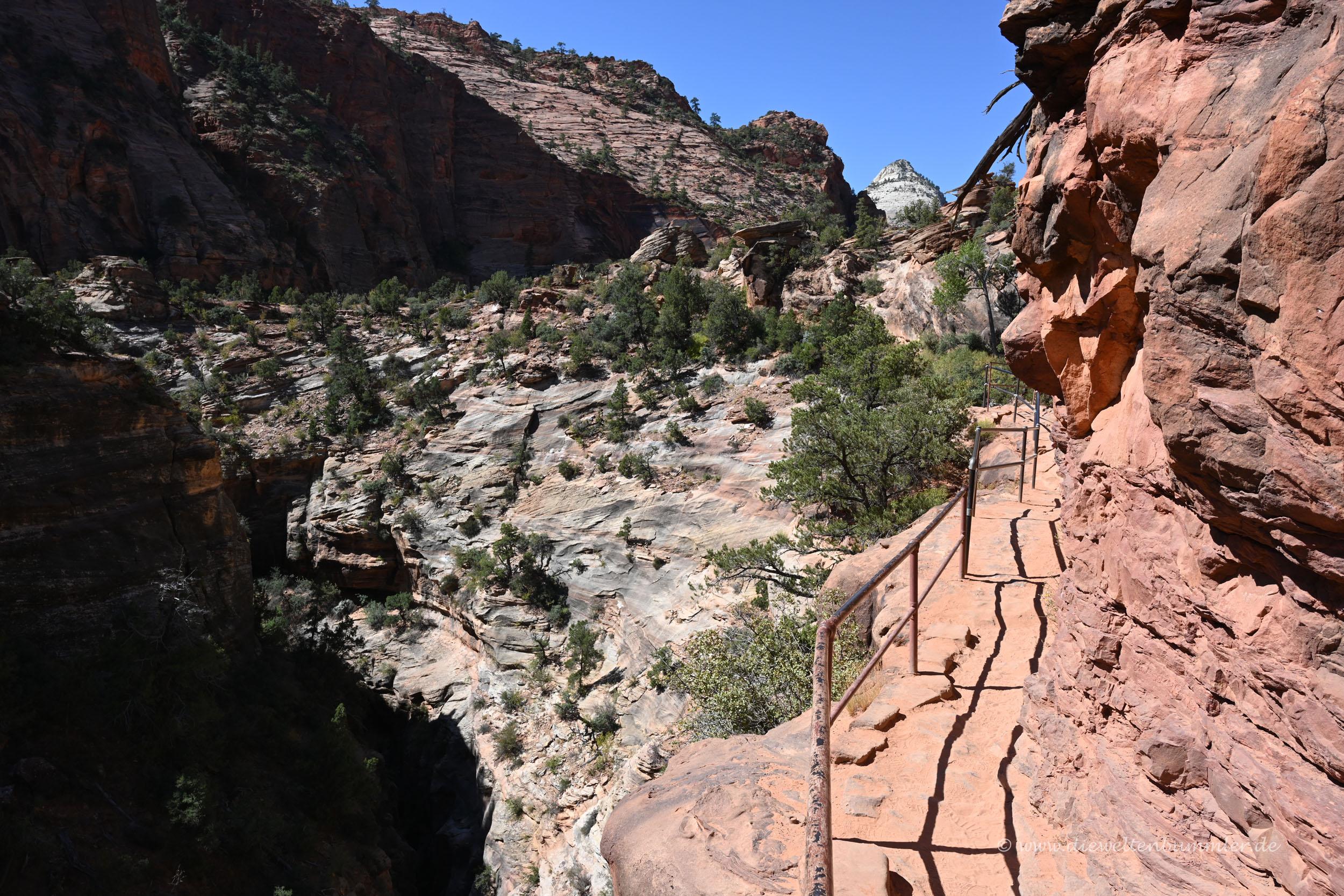 Wanderweg an der Einfahrt zum Nationalpark